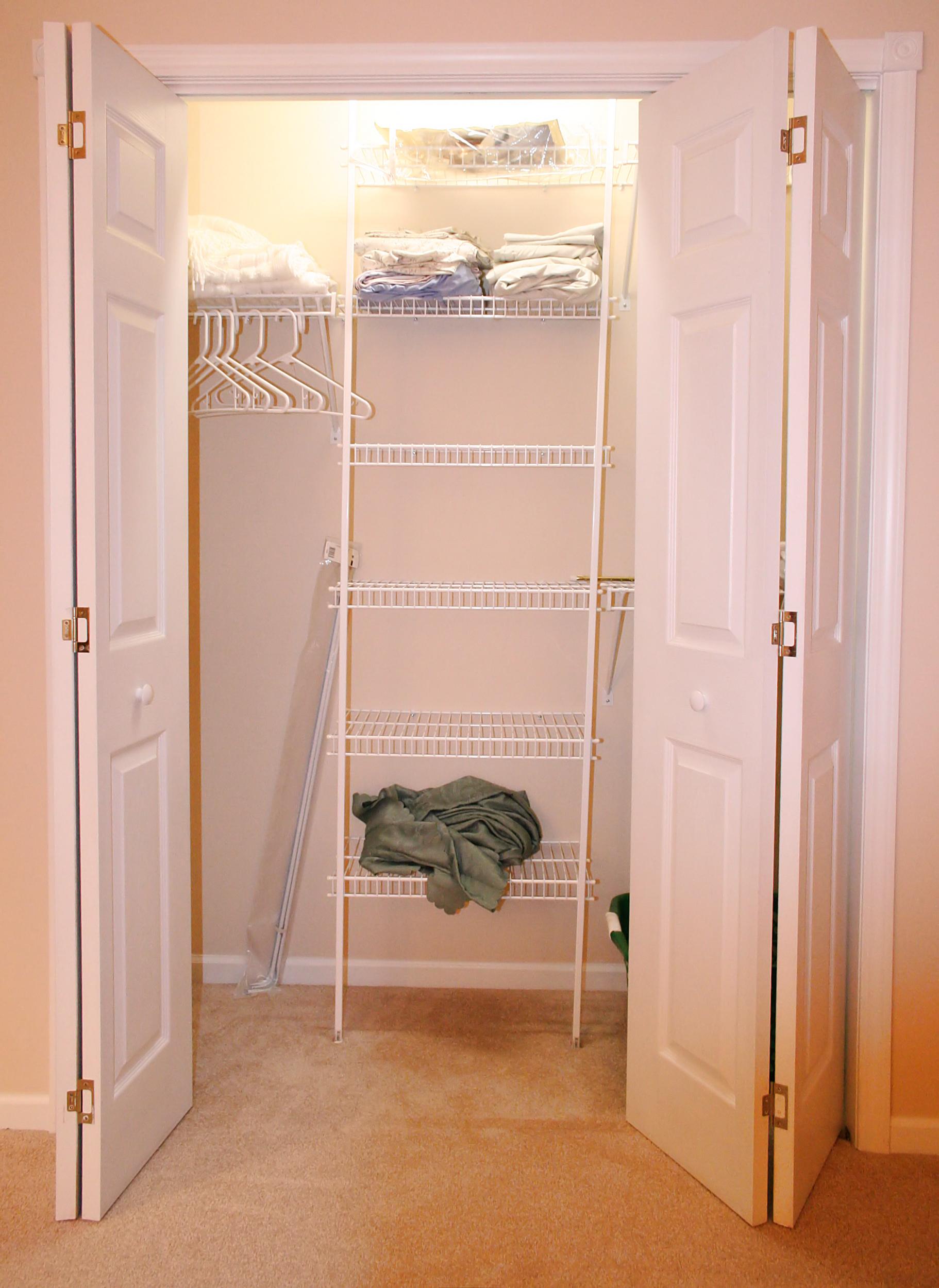 File:Wall-closet.jpg - Wikimedia Commons