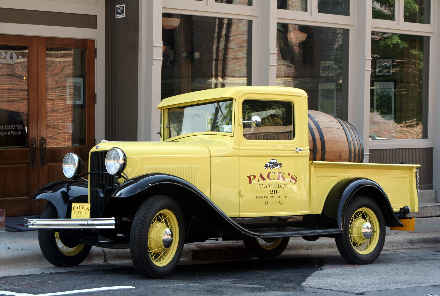 File Yellow Ford Beer Truck Jpg Wikimedia Commons
