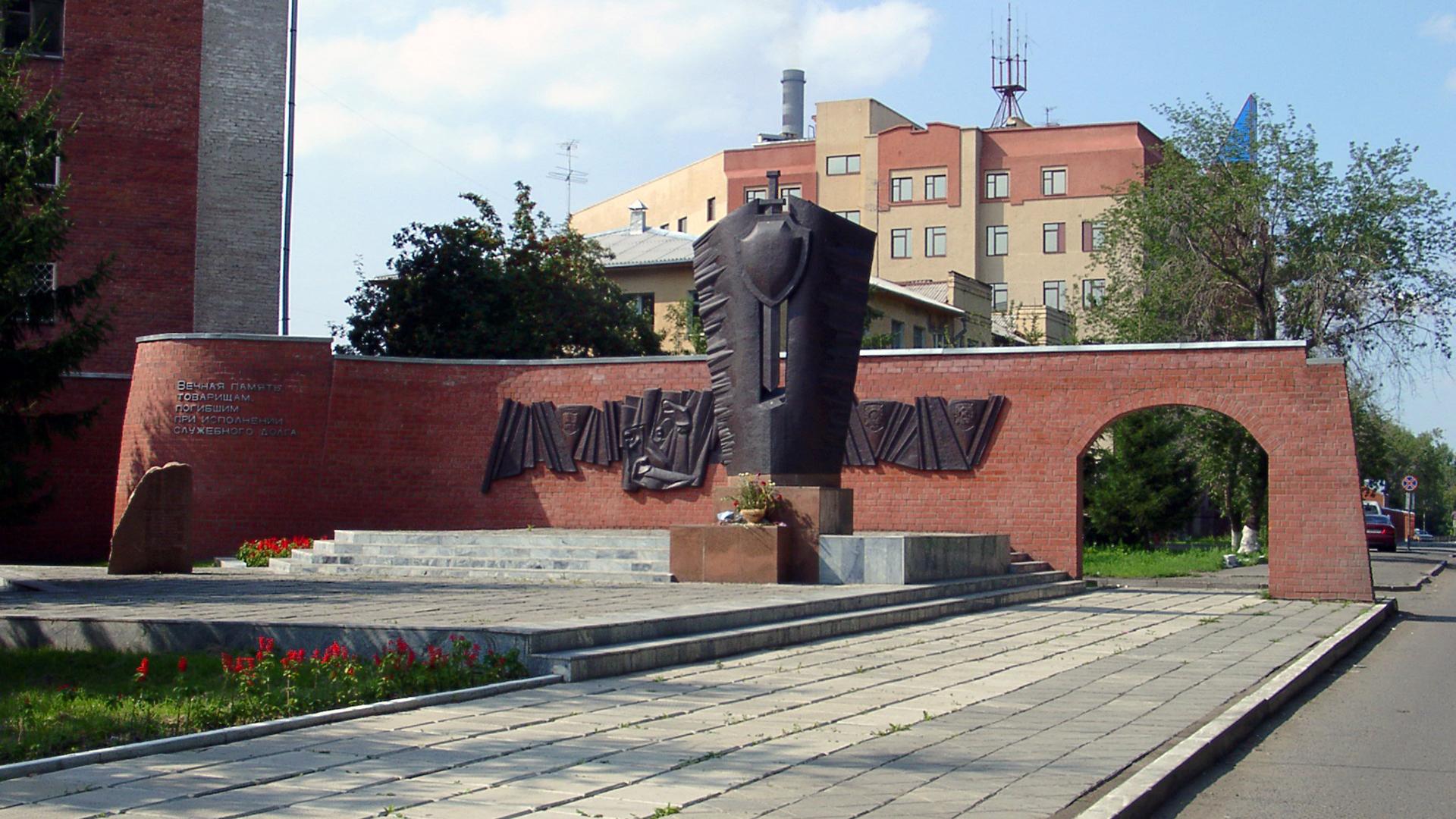 Монумент памяти сотрудникам милиции 12.08.2001 © Nick Patrin.jpg