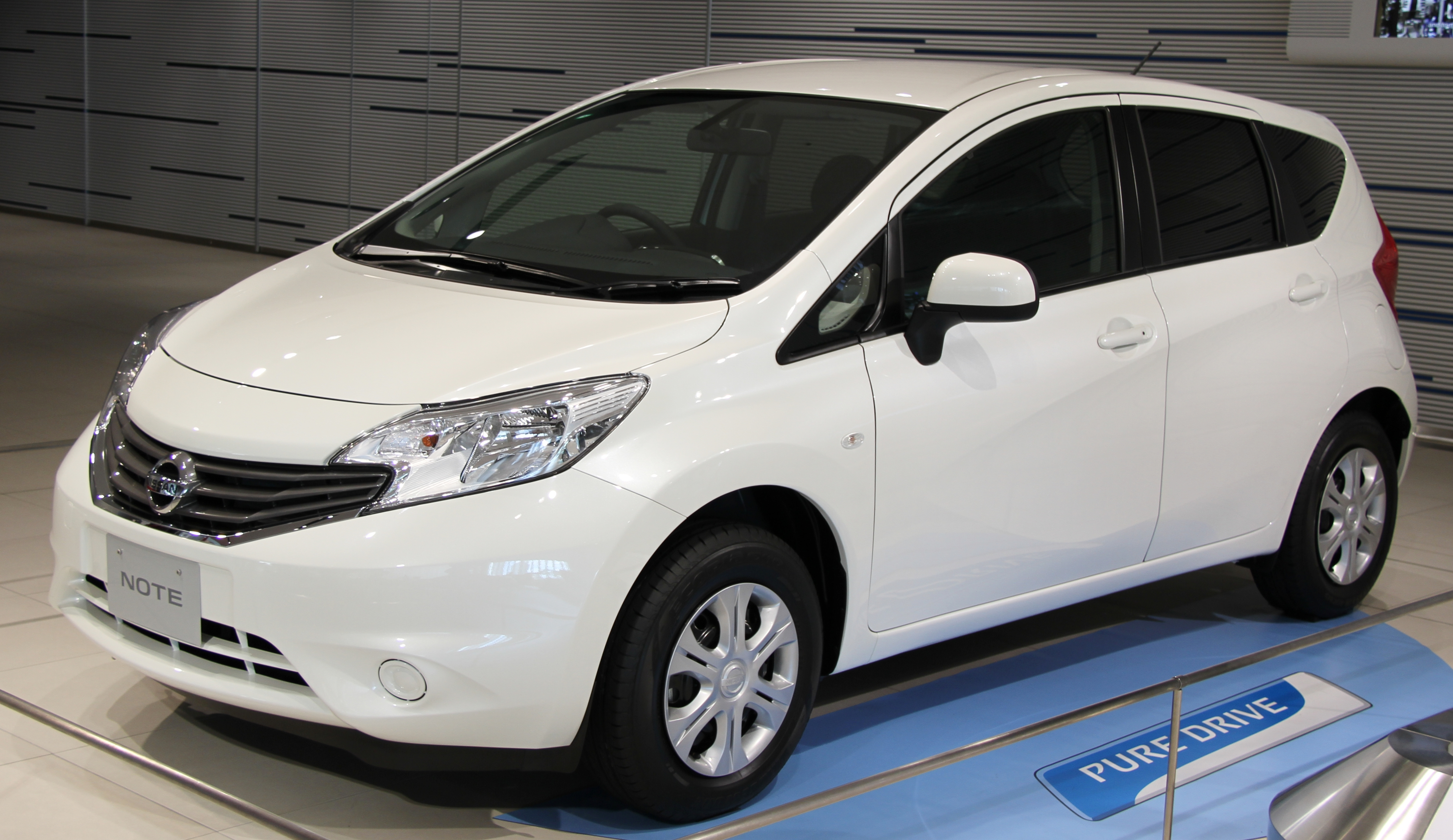 file 2nd generation nissan note jpg wikimedia commons nissan note 2015