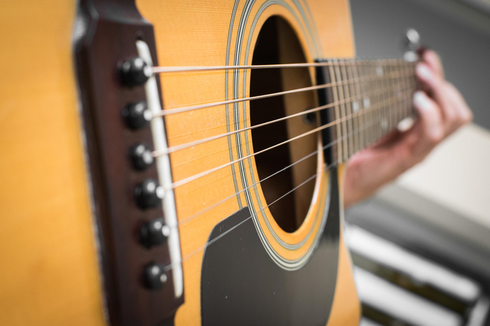 File:Acoustic Guitar Solo (240361337).jpeg - Wikimedia Commons