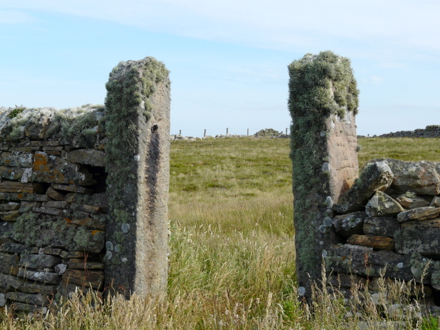 File:Ancient gateway at Dunnet Head - geograph.org.uk - 892451.jpg