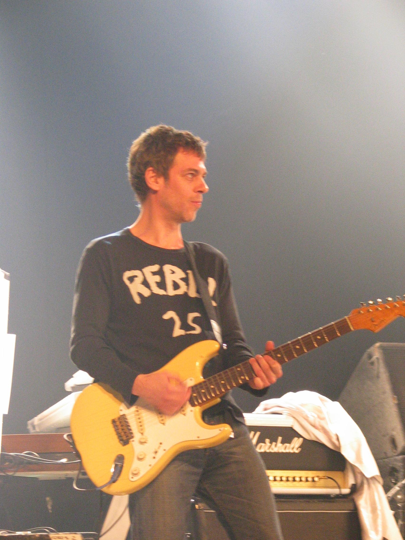 Ariel Rot tocando en vivo