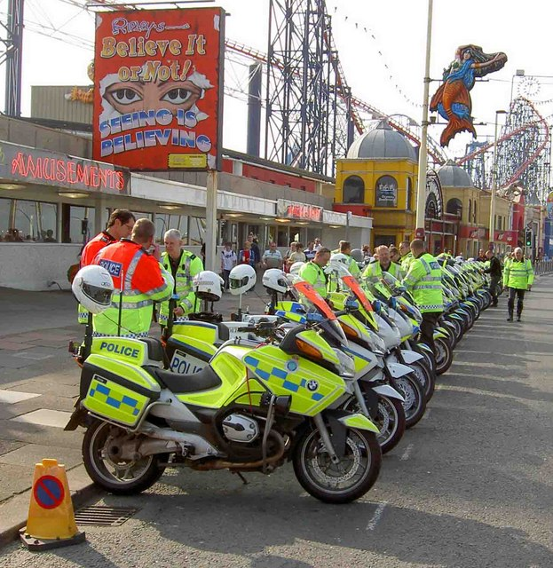 File Bmw R1200rt Police Motorcycles Blackpool Jpg Wikimedia Commons