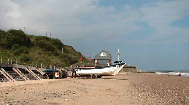 Beach below Mundesley - geograph.org.uk - 968155