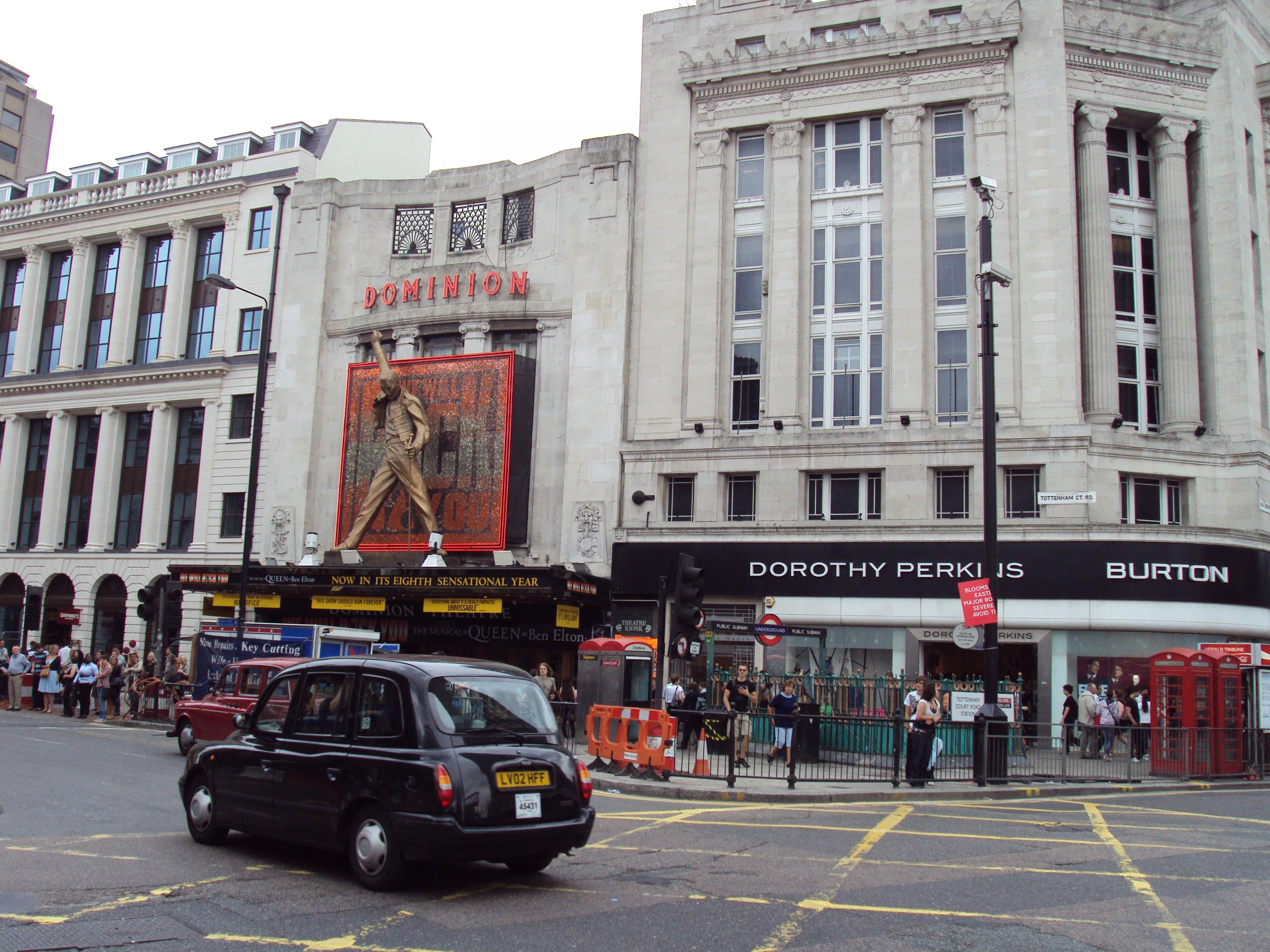 Benkid77_Dominion_Theatre,_London_100809.JPG