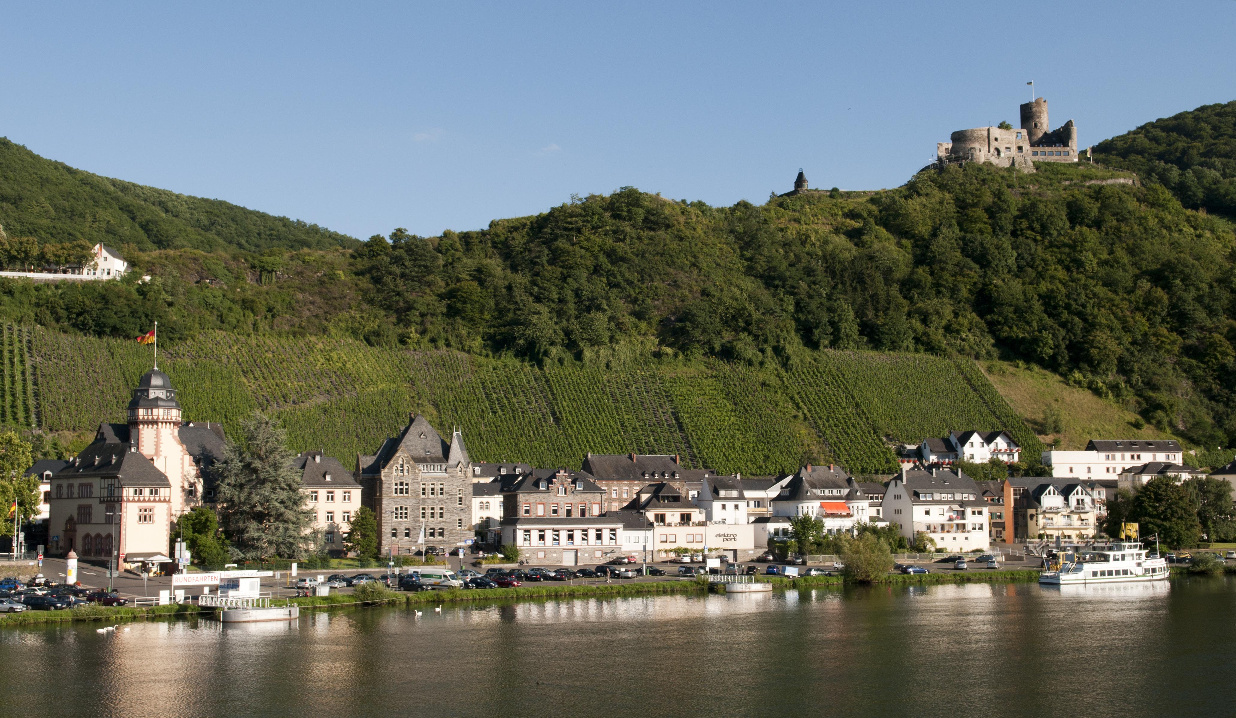 File Bernkastel Kues, Mosel (4935722634) jpg   Wikimedia Commons