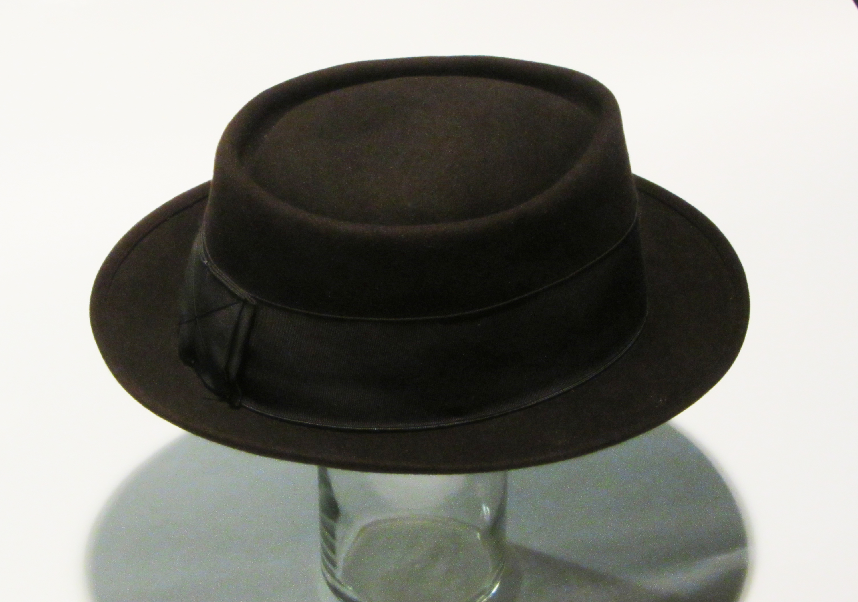 Pork pie hat - Wikipedia 032a7efc113