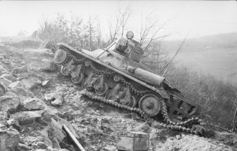 Guérilla et contre-guérilla dans les Balkans [Dossier photo] Bundesarchiv_Bild_101I-173-1101-23,_Balkan,_Beutepanzer_H39
