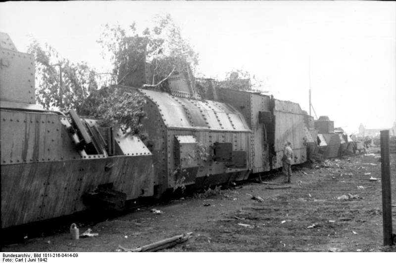 File:Bundesarchiv Bild 101I-216-0414-09, Russland, zerstörter russischer Panzerzug.jpg