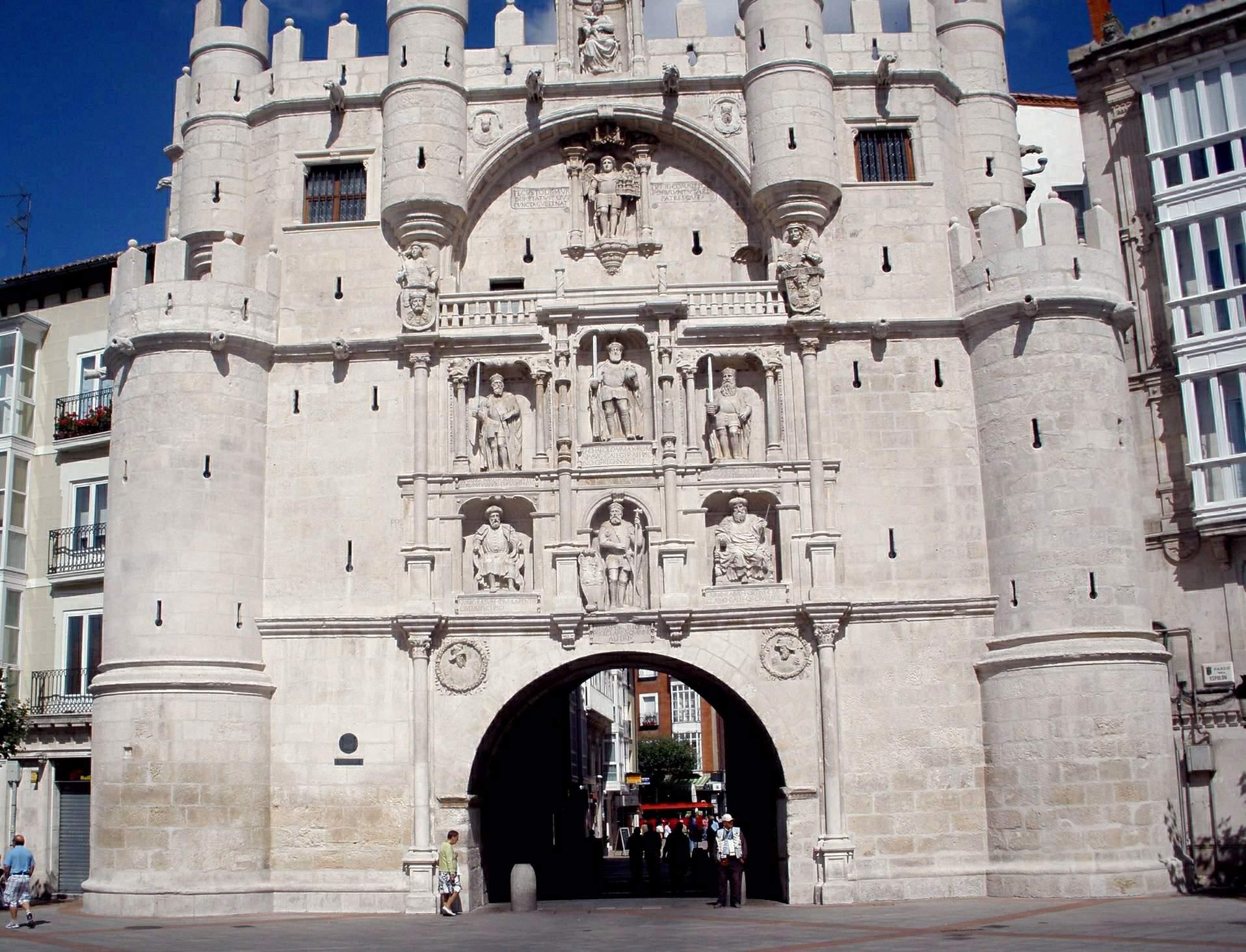 File:Burgos - Arco de Santa Maria 20.JPG - Wikimedia Commons