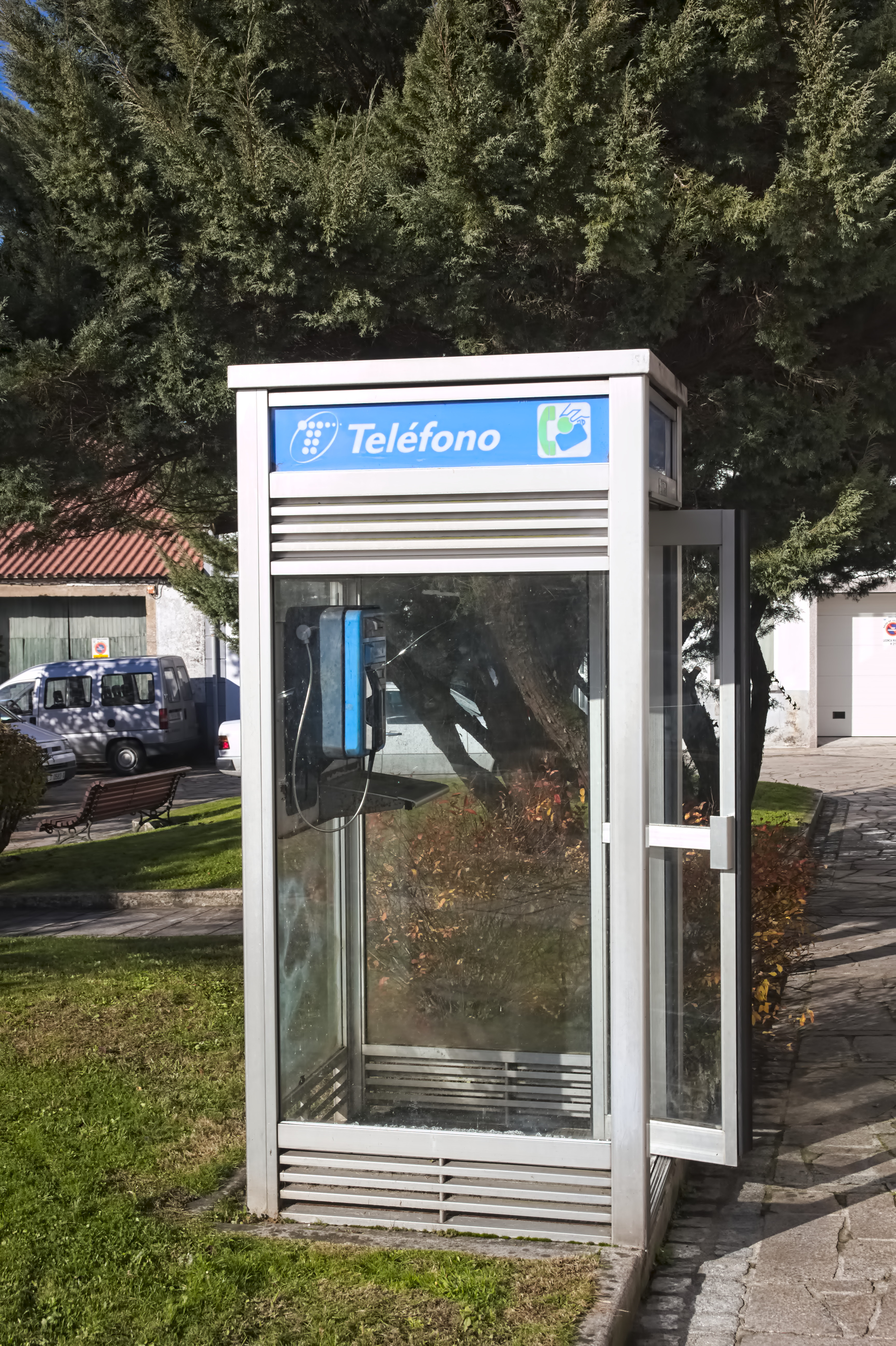 file:cabina telefonica - negreira - 01.jpg - wikimedia commons - Cabina Telefonica