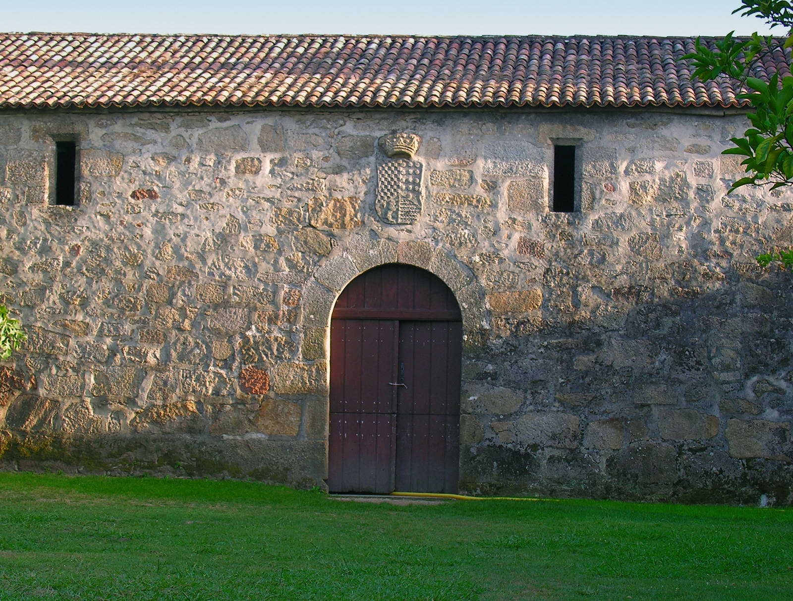 http://upload.wikimedia.org/wikipedia/commons/0/05/Cambados_Pazo_Fefi%C3%B1ans_4.jpg