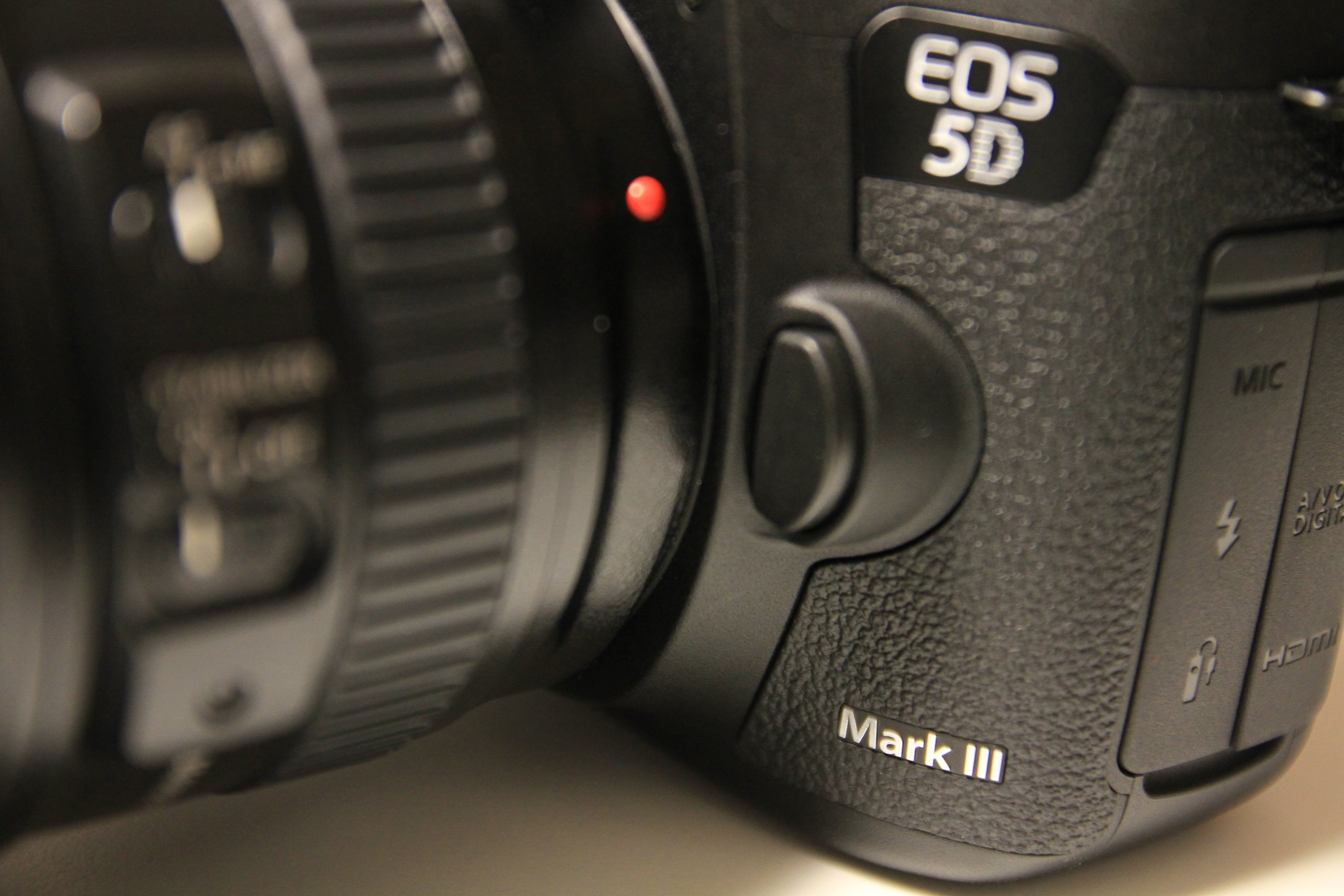 canon 5d mark iii updated review comparison. Black Bedroom Furniture Sets. Home Design Ideas