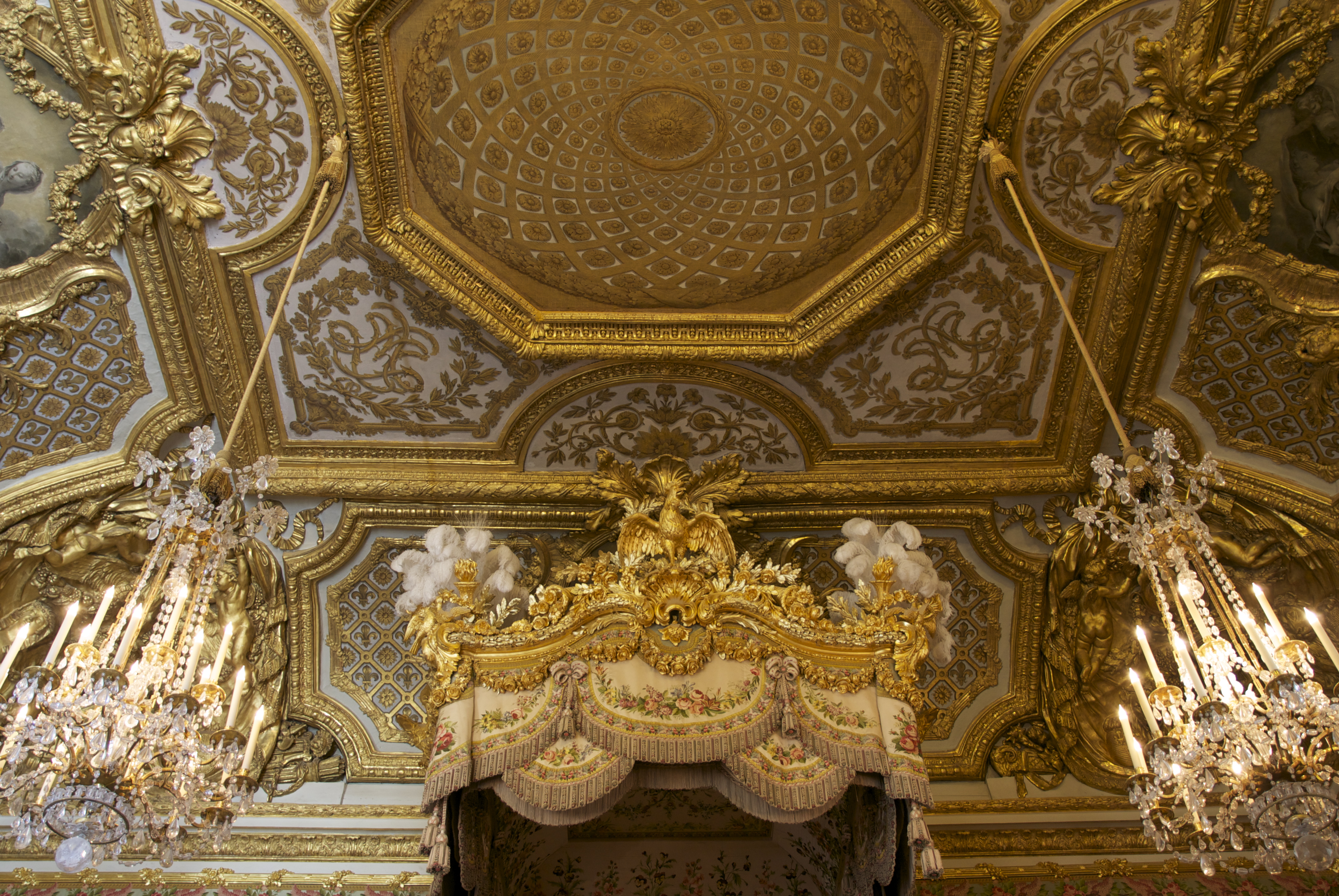Fragment of the ceiling, the chandeliers and t...