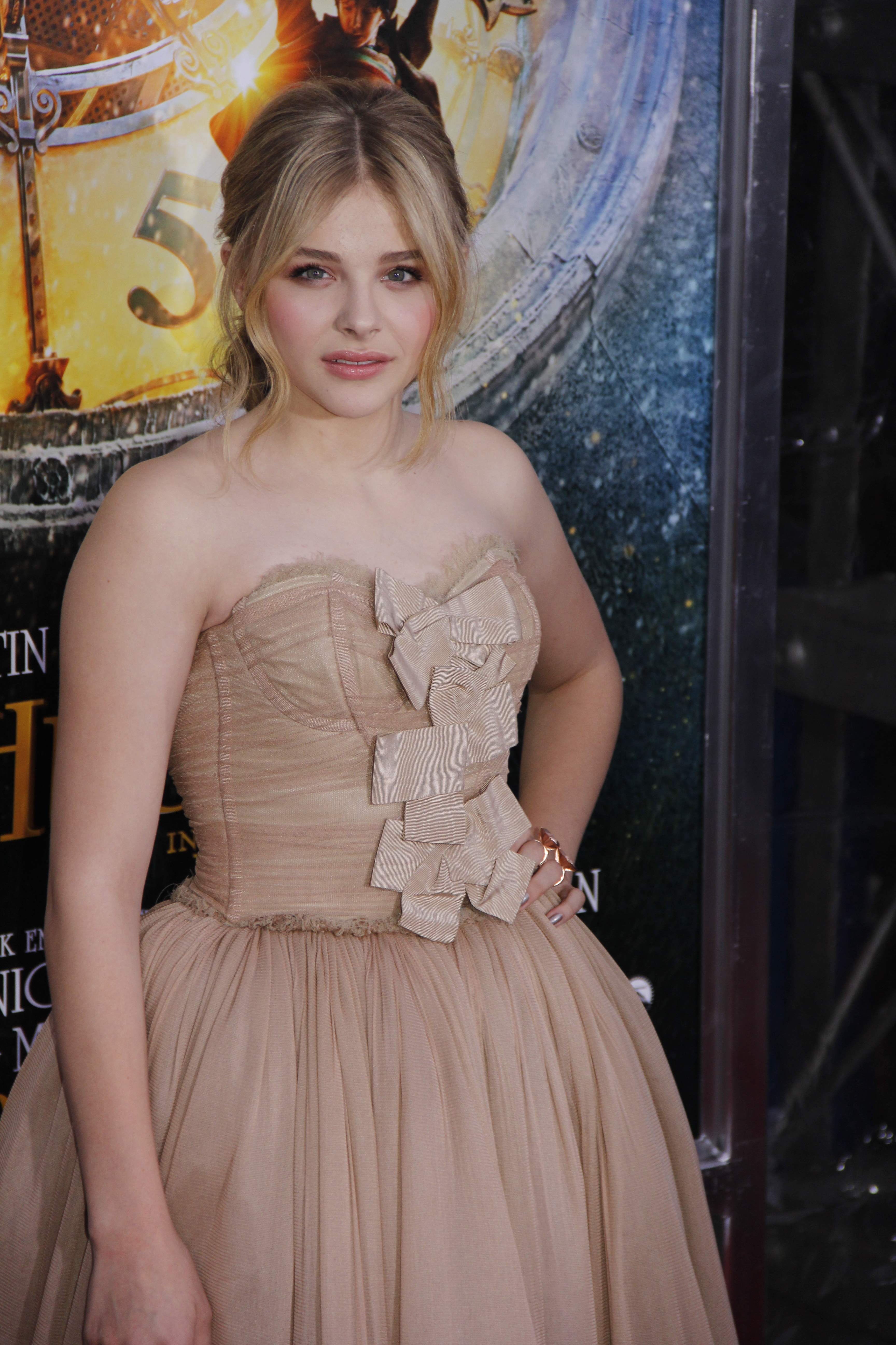 filechlo235 grace moretz hugo premiere in ziegfield