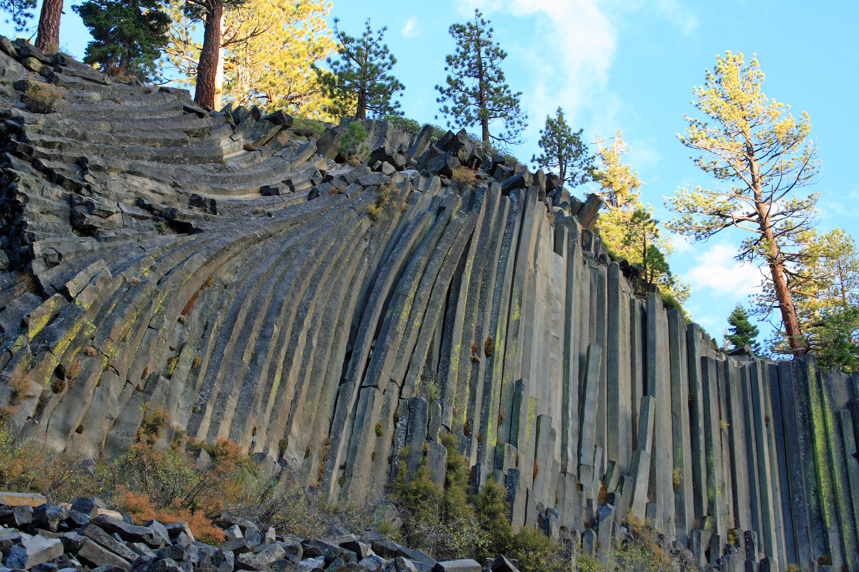 File:Devils Postpile National Monument near Mammoth Lakes.jpg
