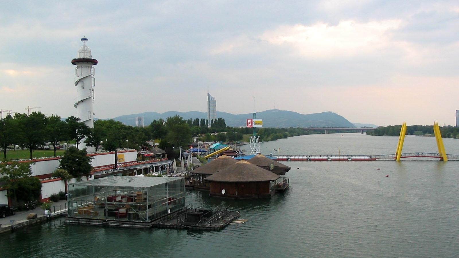 File Donauinsel Sunken City 2007 Jpg Wikimedia Commons