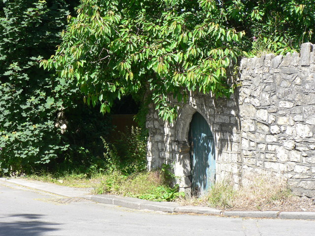 English: Door to a secret garden, Boverton