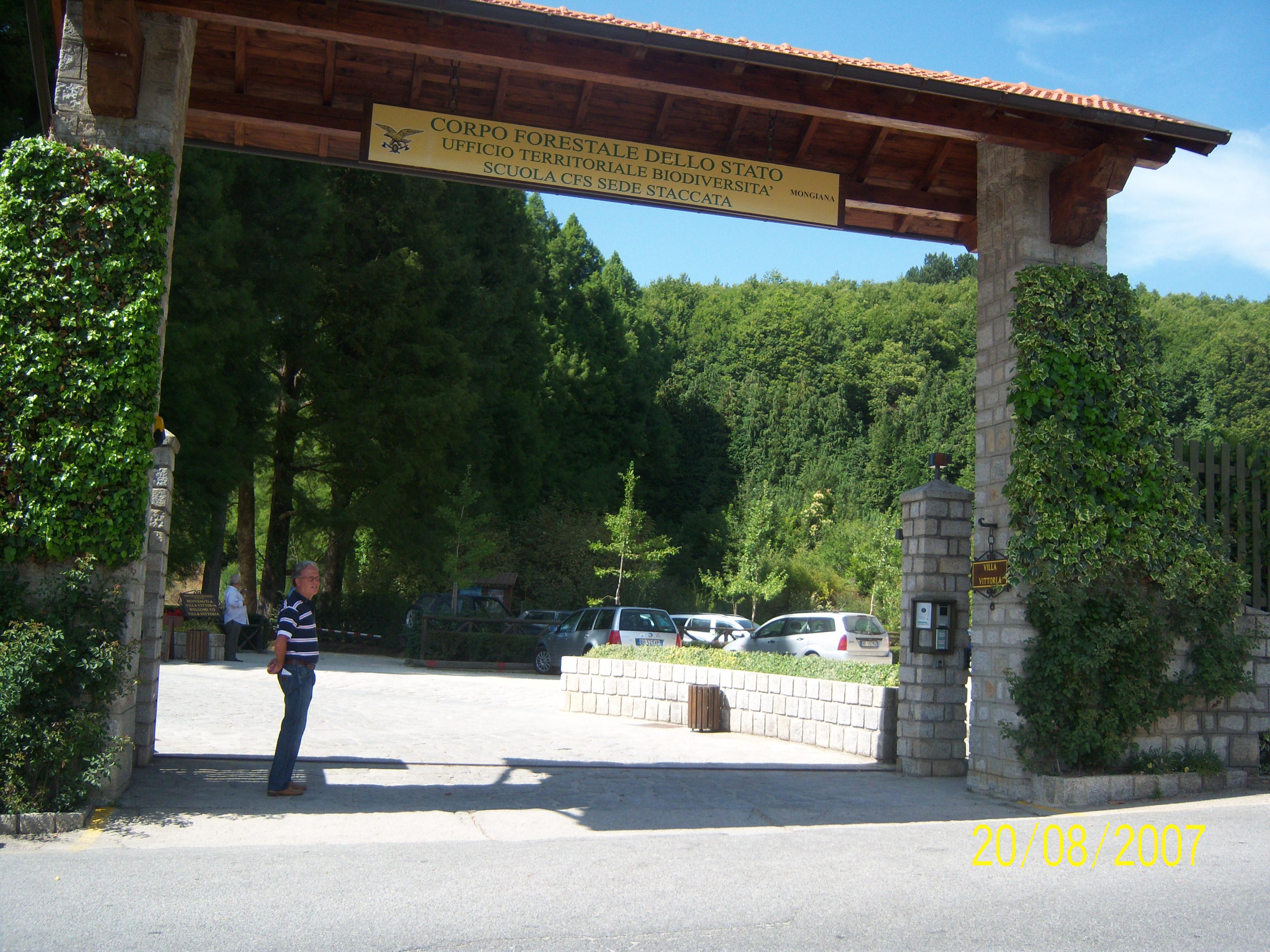 Ufficio Di Entrata : File entrata parco di villa vittoria g wikipedia