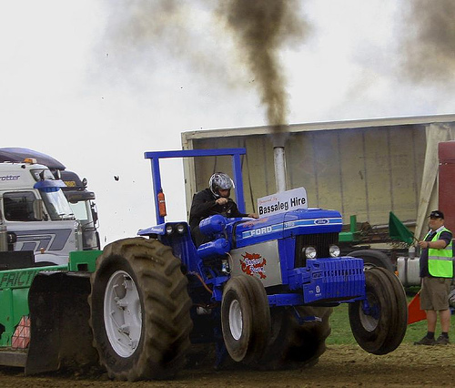 Ford Pulling Tractors : File ford pulling tractor g wikimedia commons