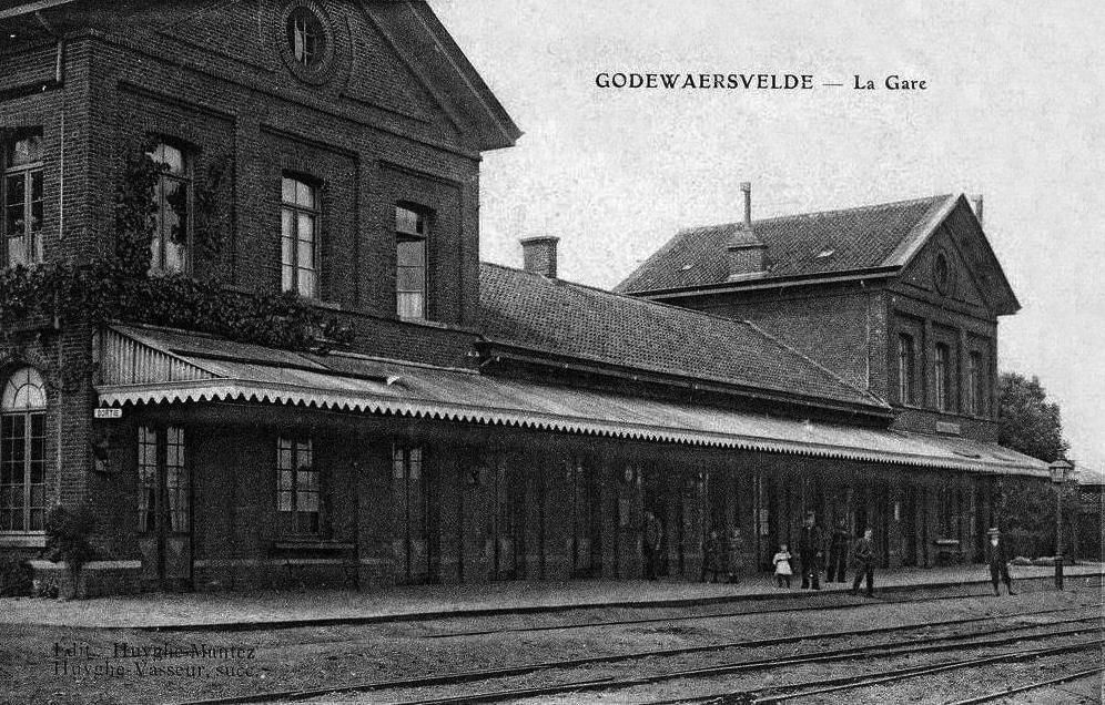 La gare et son bâtiment voyageurs vers 1900