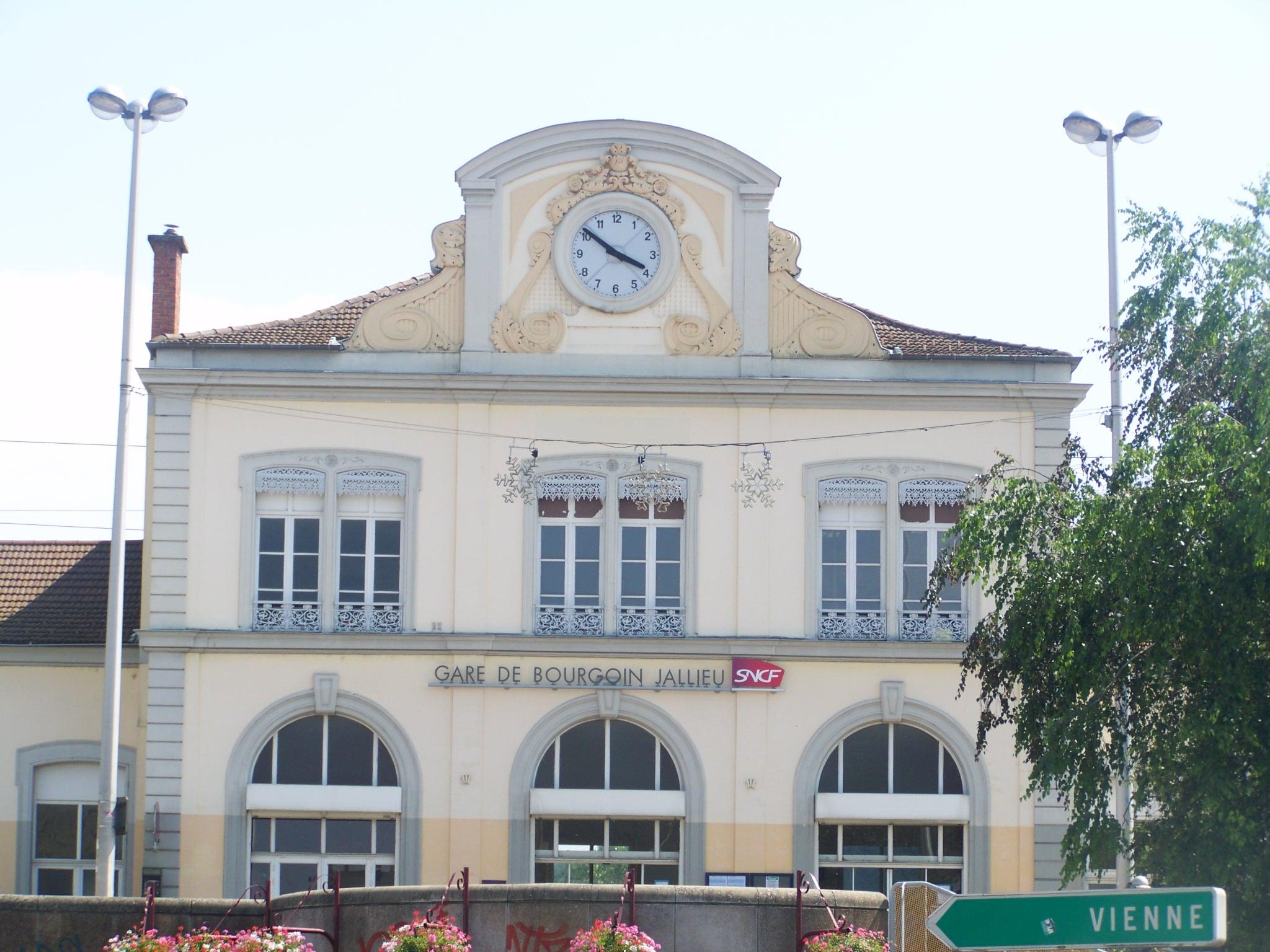 Bourgoin-Jallieu France  city photos gallery : Fichier:Gare de Bourgoin Jallieu 38 — Wikipédia