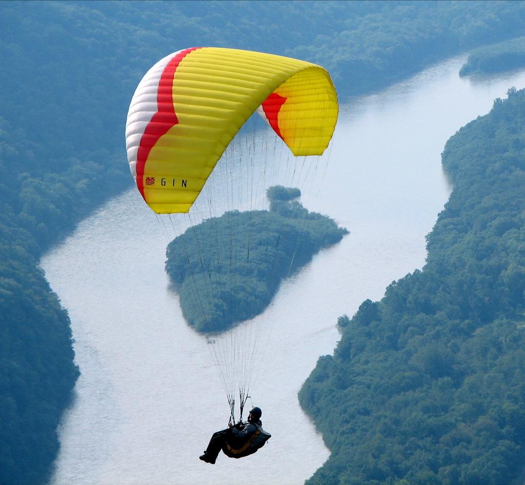 [Hình: Hyner_View_State_Park_Paragliding.jpg]