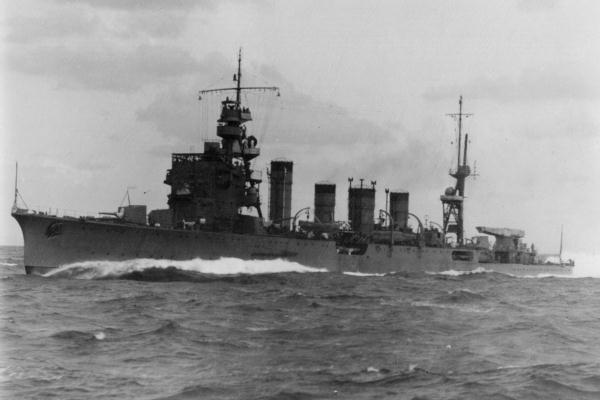ファイル:IJN cruiser Jintsu on trial run in 1939.jpg