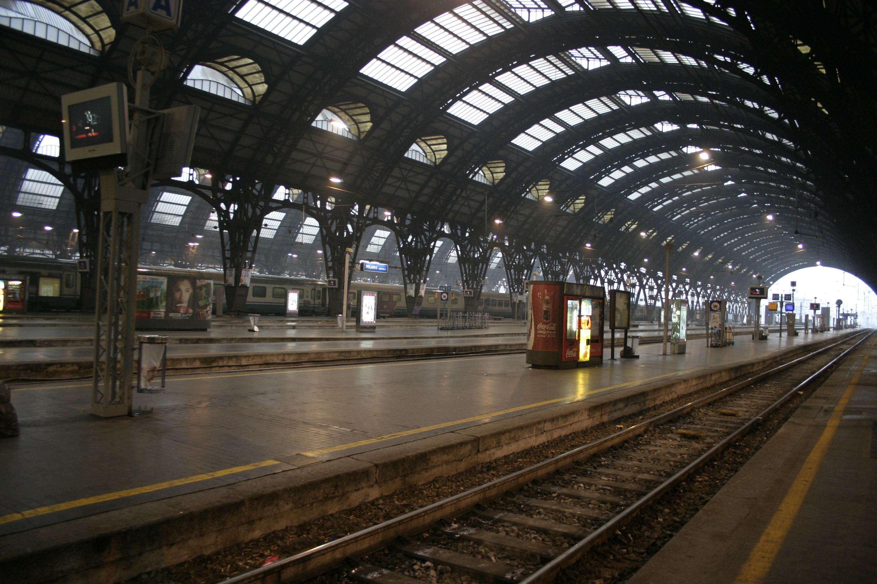 IMG_3037_Binari_Stazione_centrale_di_Milano_-_Foto_Giovanni_Dall%27Orto_1-1-2007.jpg