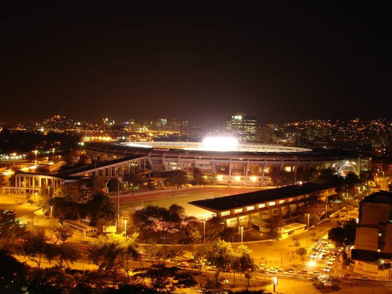 Ficheiro:Imponência e beleza do Maracanã a noite.jpg
