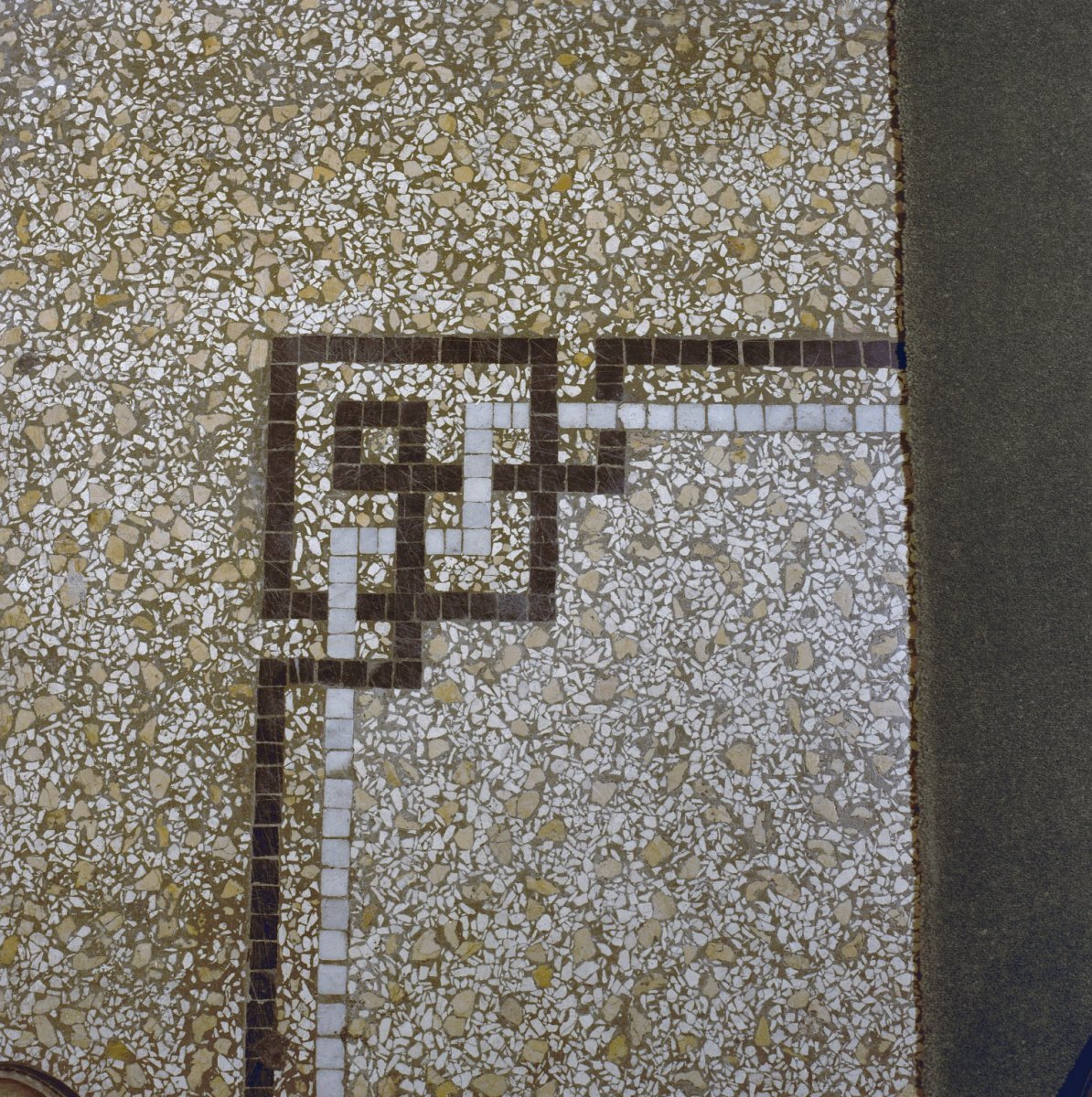 File interieur terrazzo vloer in gang hoekdetail for Interieur vloeren