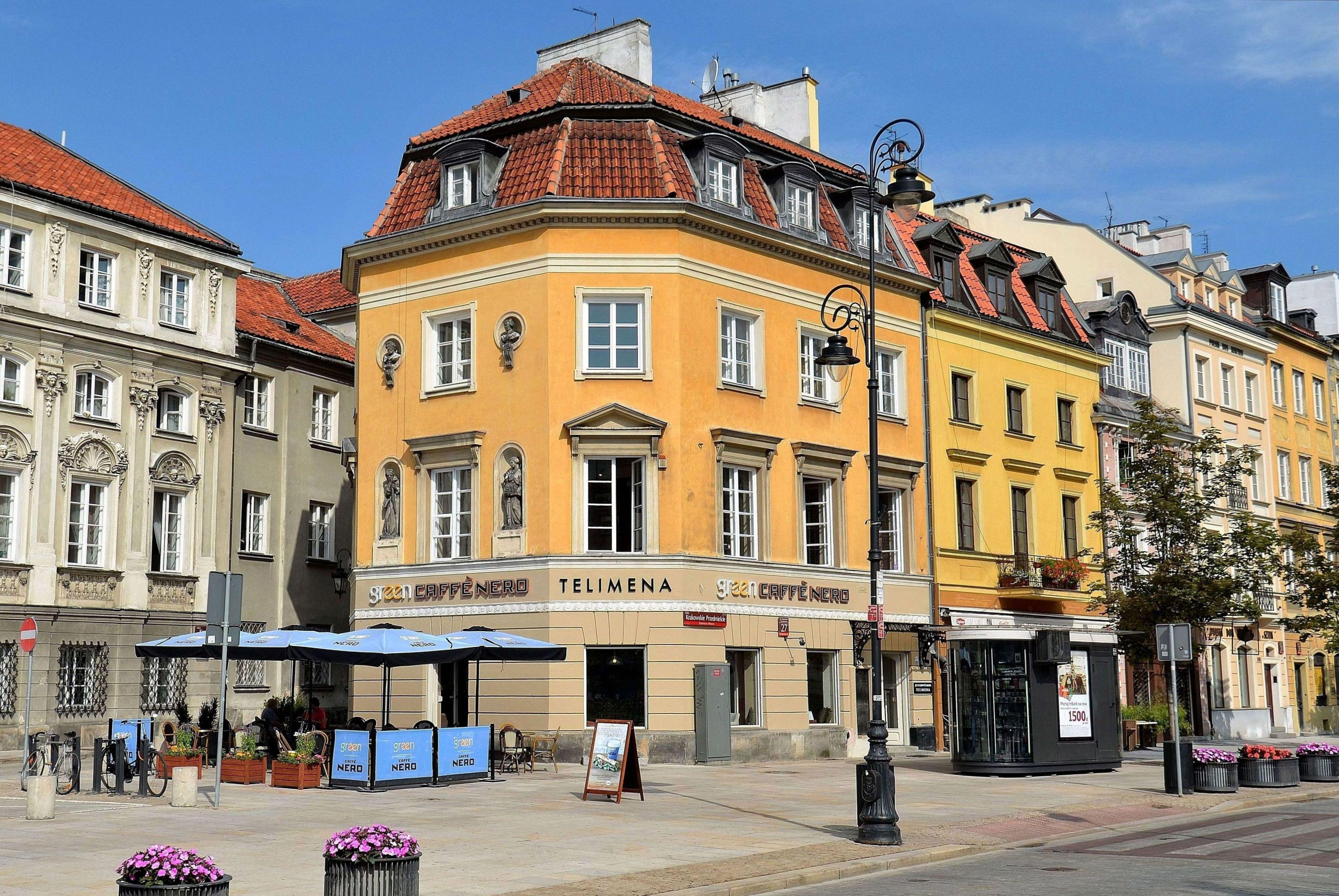 Mietshaus mit Telimena Café