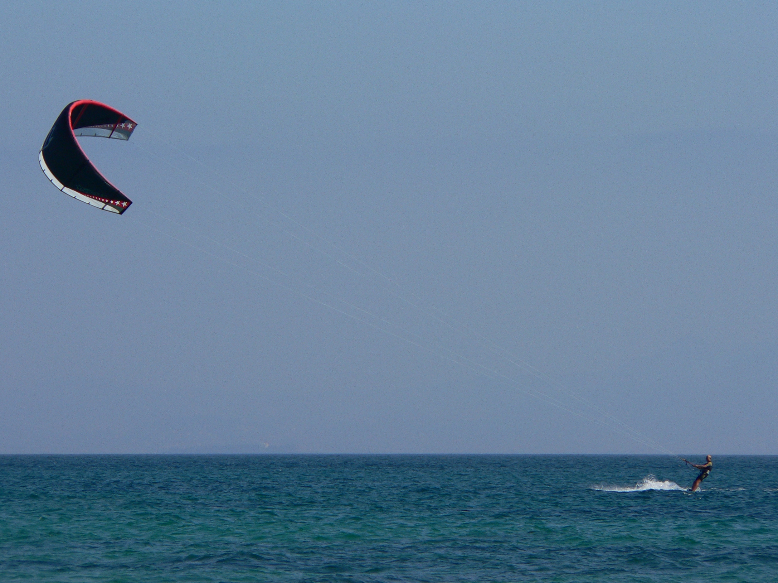 http://upload.wikimedia.org/wikipedia/commons/0/05/Kitesurfing.JPG