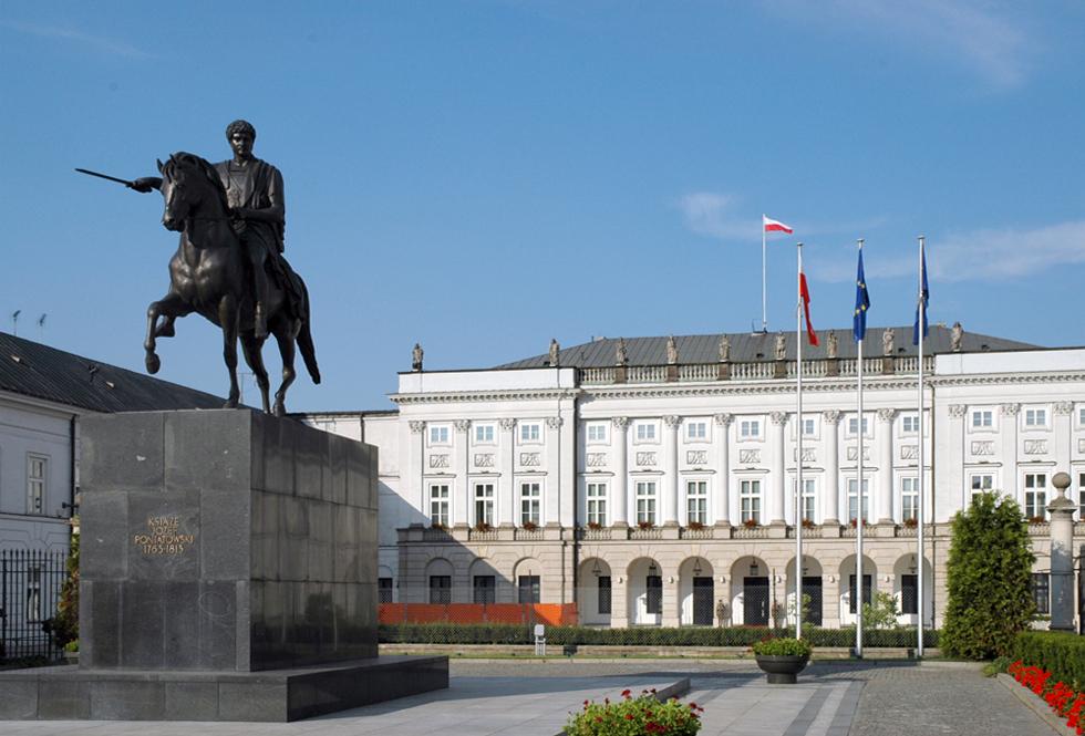 Monument przed Pałacem Prezydenckim