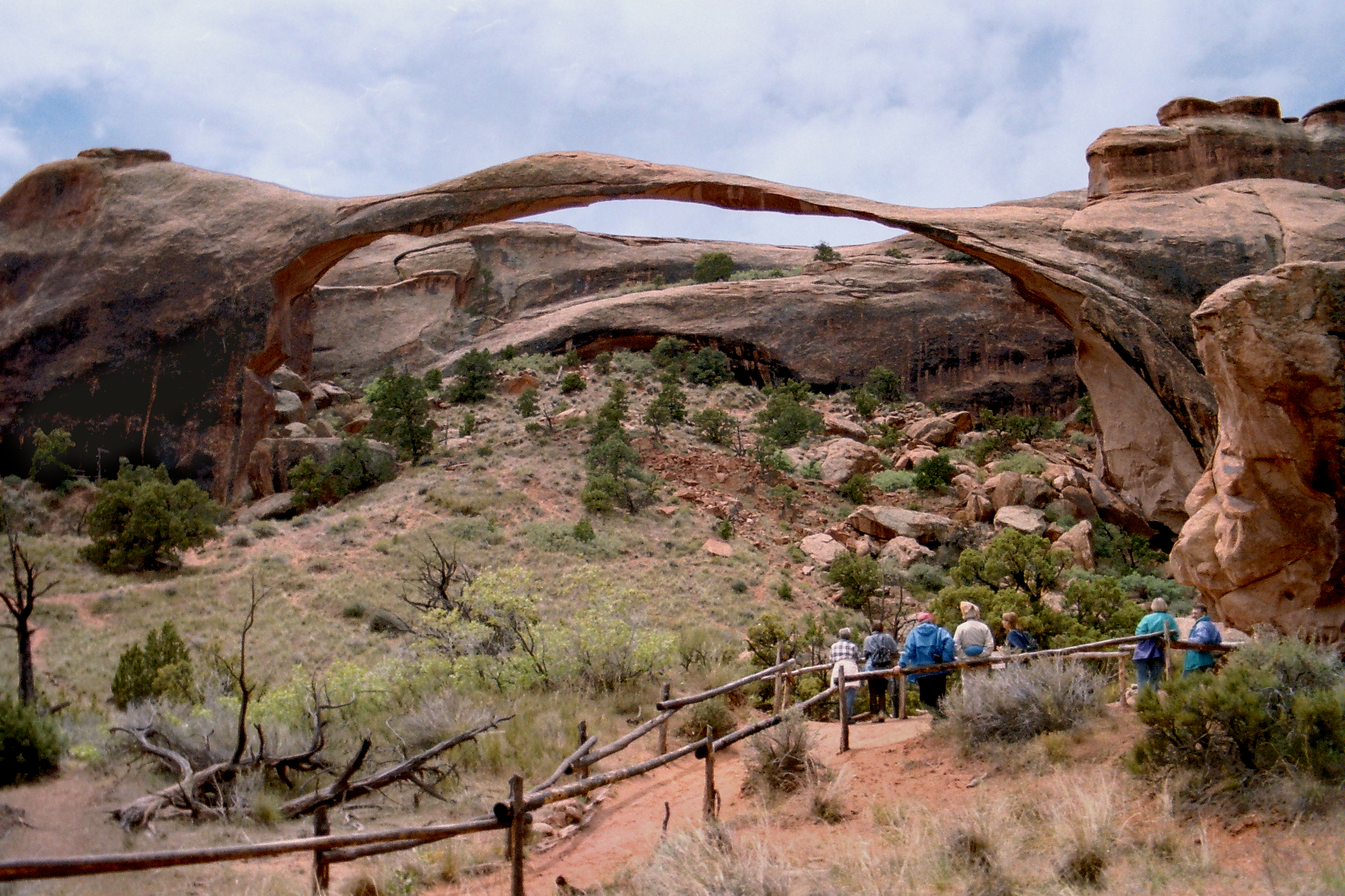 File Landscape Arch Arches NP251 Wikimedia mons