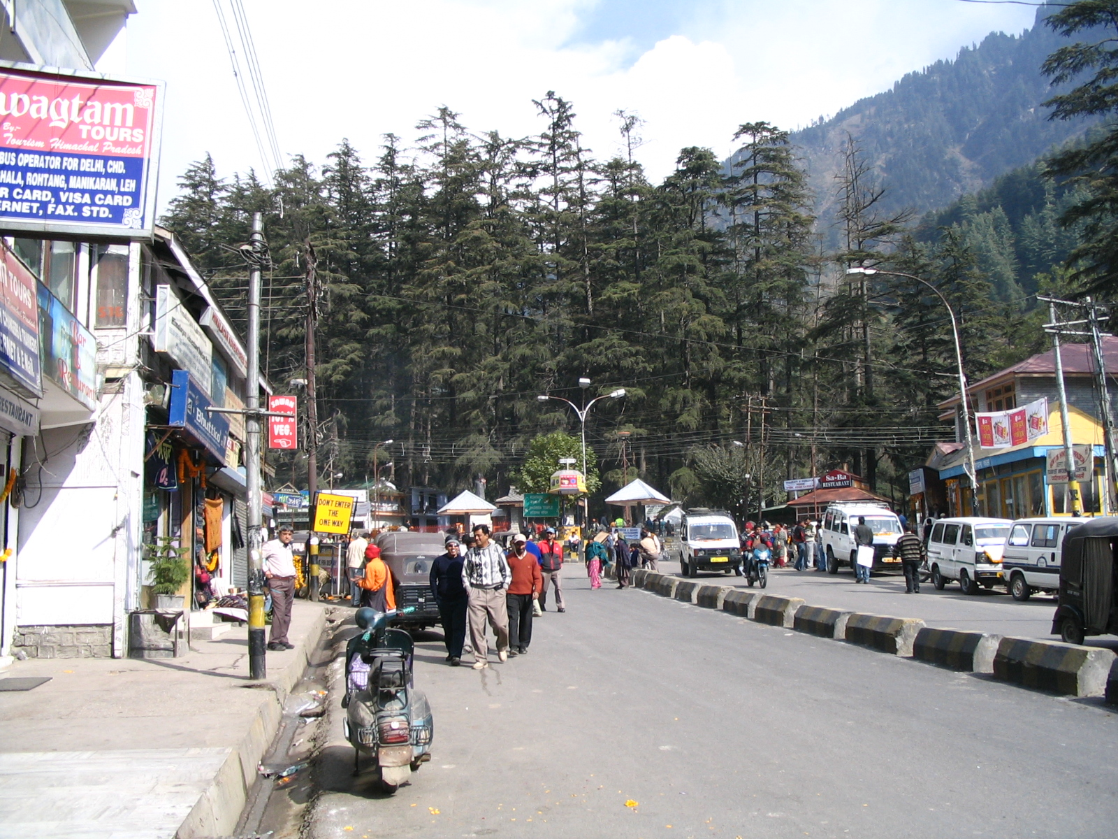 Manali India  city photos gallery : Description Mall street in Manali, India