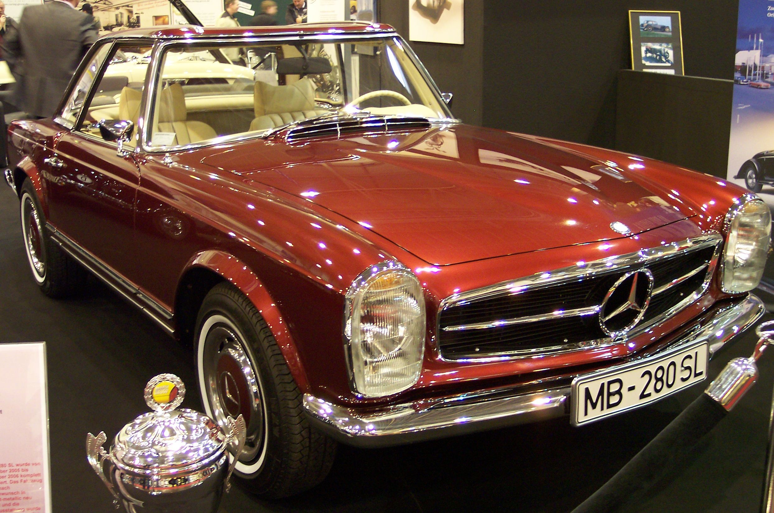 http://upload.wikimedia.org/wikipedia/commons/0/05/Mercedes_280_SL_vr_EMS.jpg