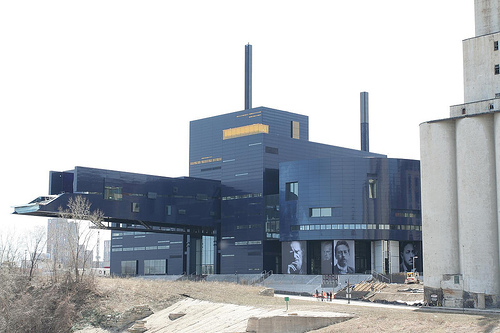 File:Minneapolis Guthrie Theater jpg - Wikimedia Commons
