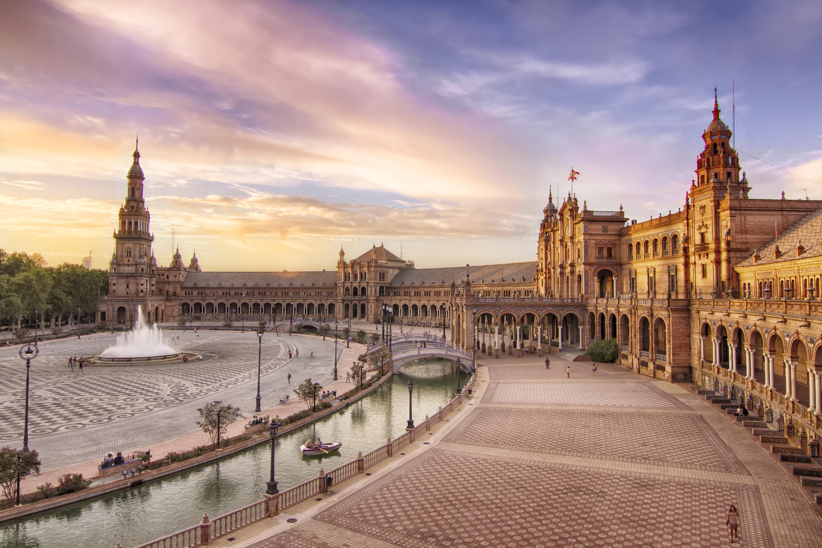 File:Monumental Plaza de España de Sevilla.jpg - Wikimedia Commons