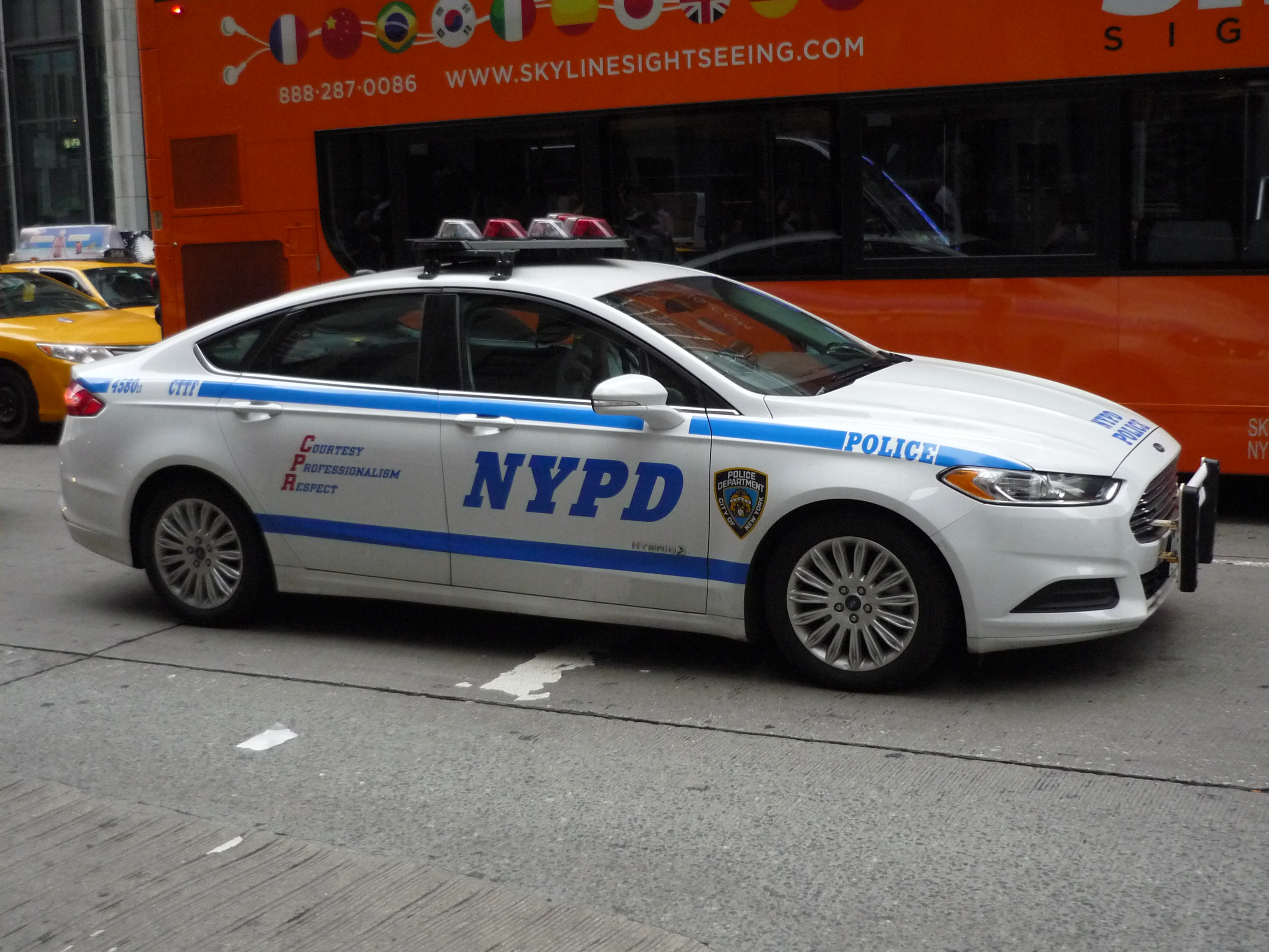 File Nypd Ford Fusion Hybrid 14555804680 Jpg Wikimedia
