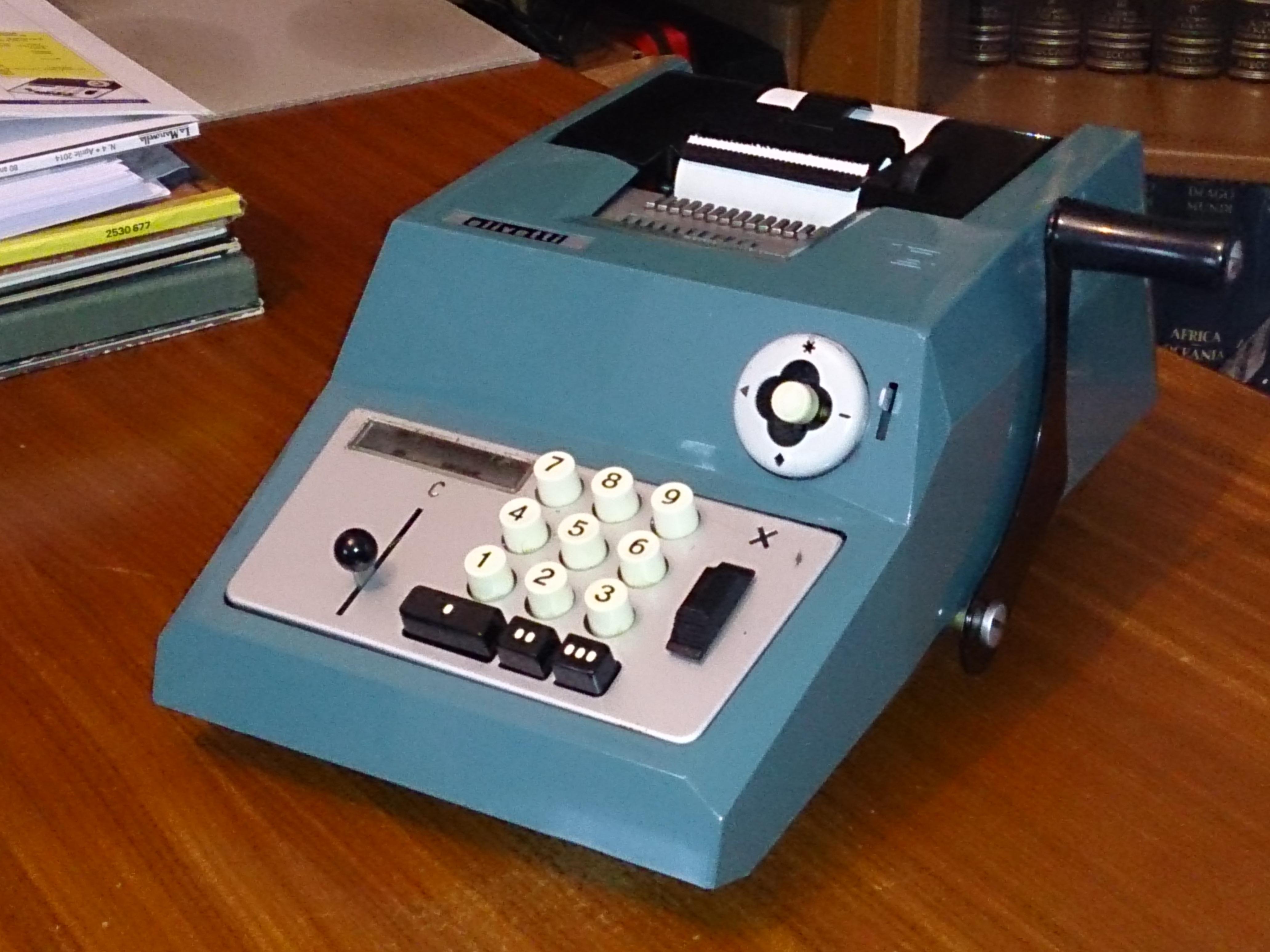 Risultato immagini per calcolatrice olivetti a manovella
