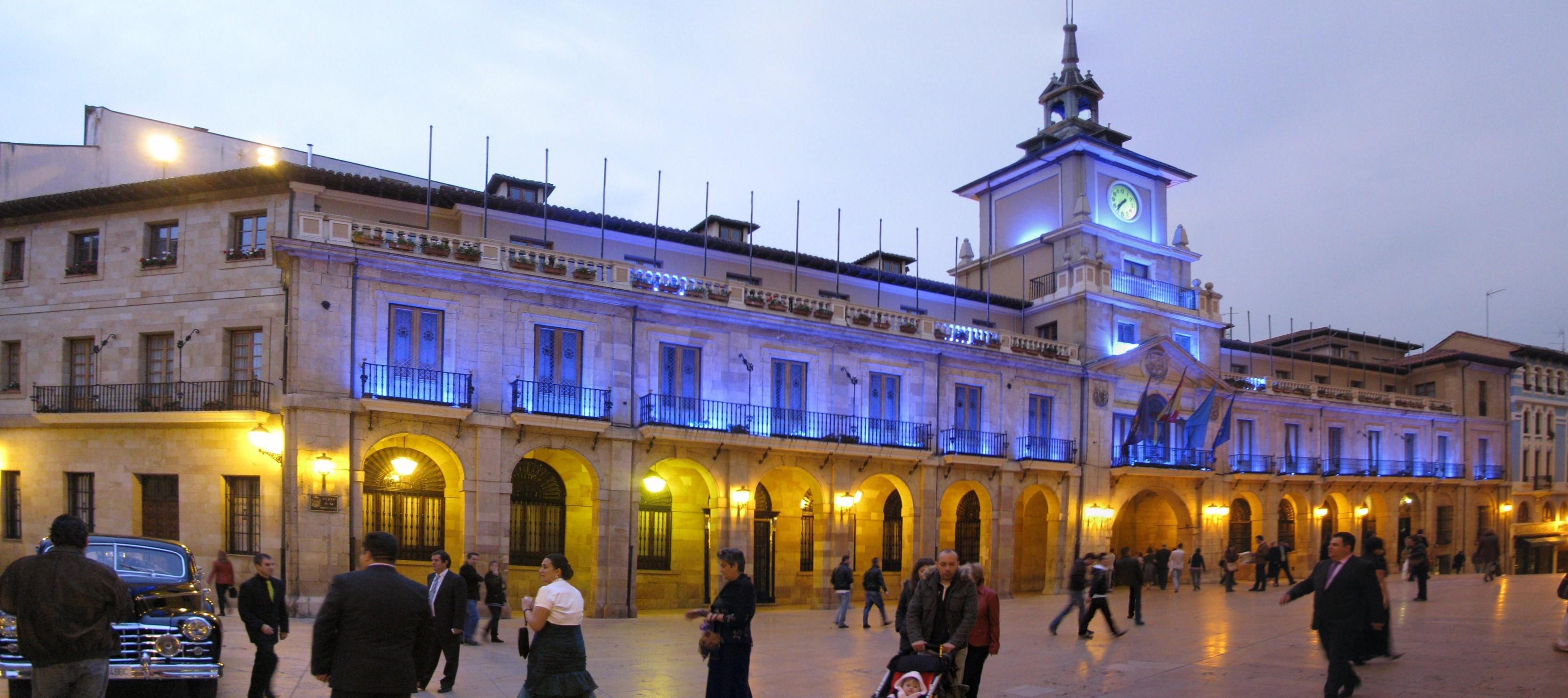 Archivo:Oviedo - Plaza de la Constitucion - Ayuntamiento ...