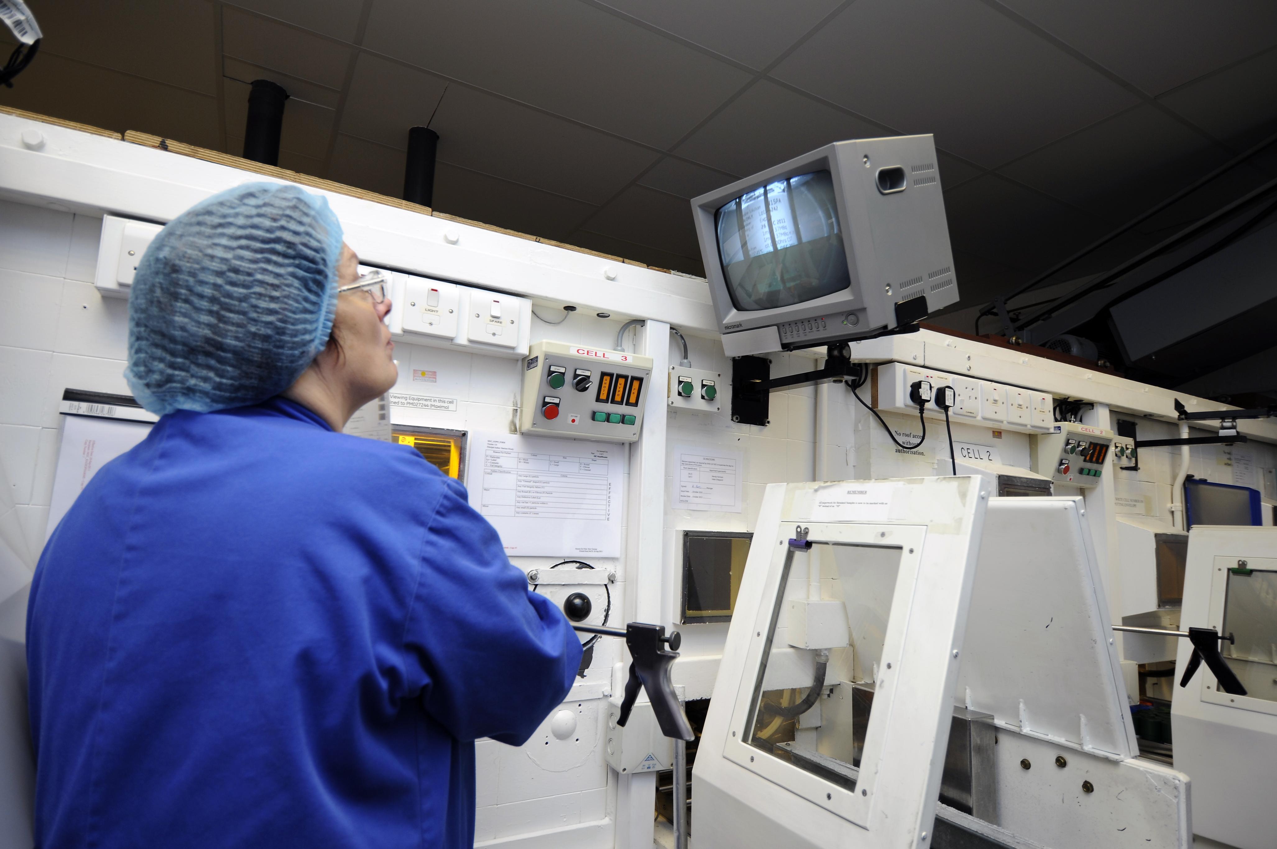 File:Packaging radiopharmaceuticals GE Healthcare 12.jpg - Wikimedia Commons