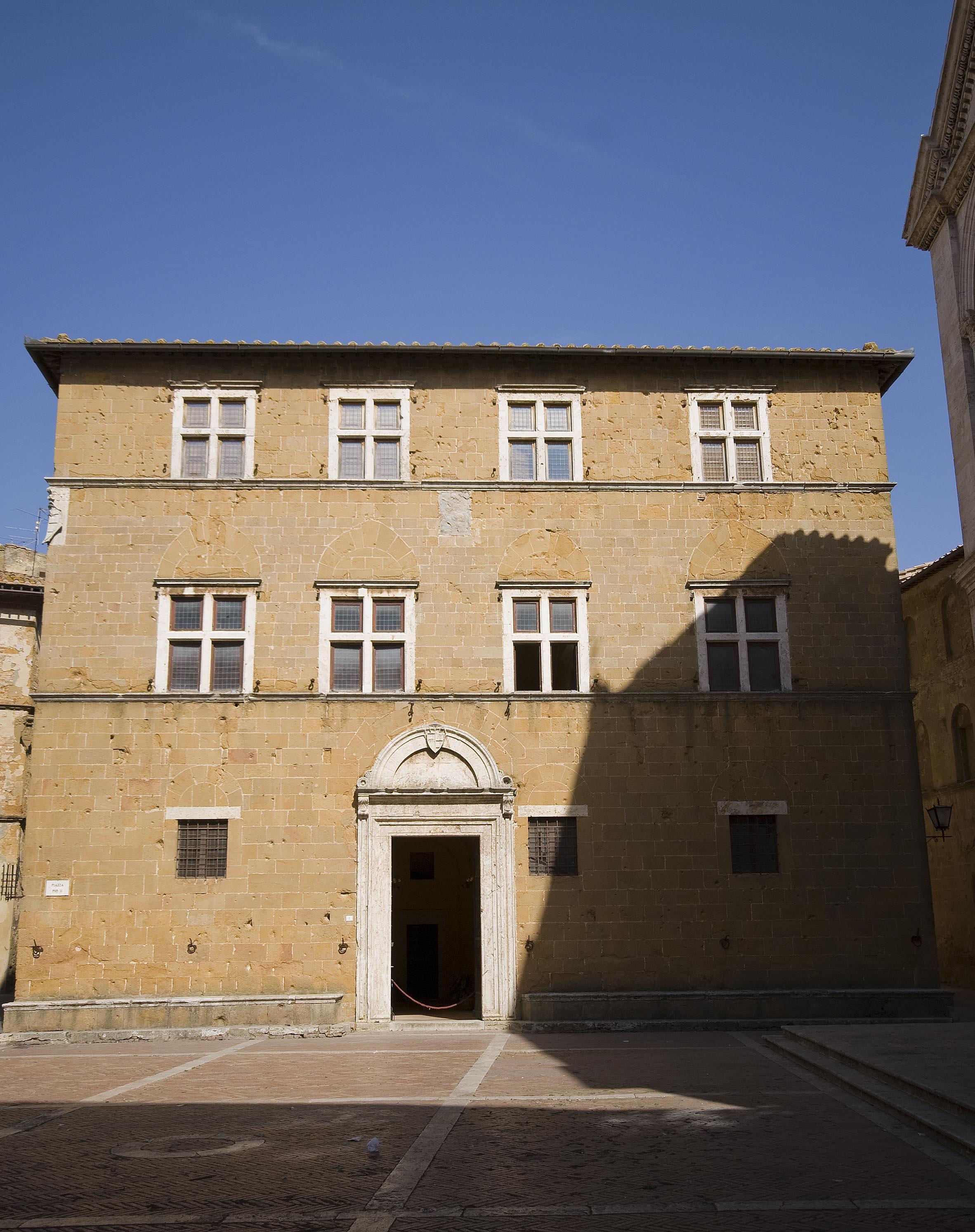 Palazzo borgia (Pienza).jpg