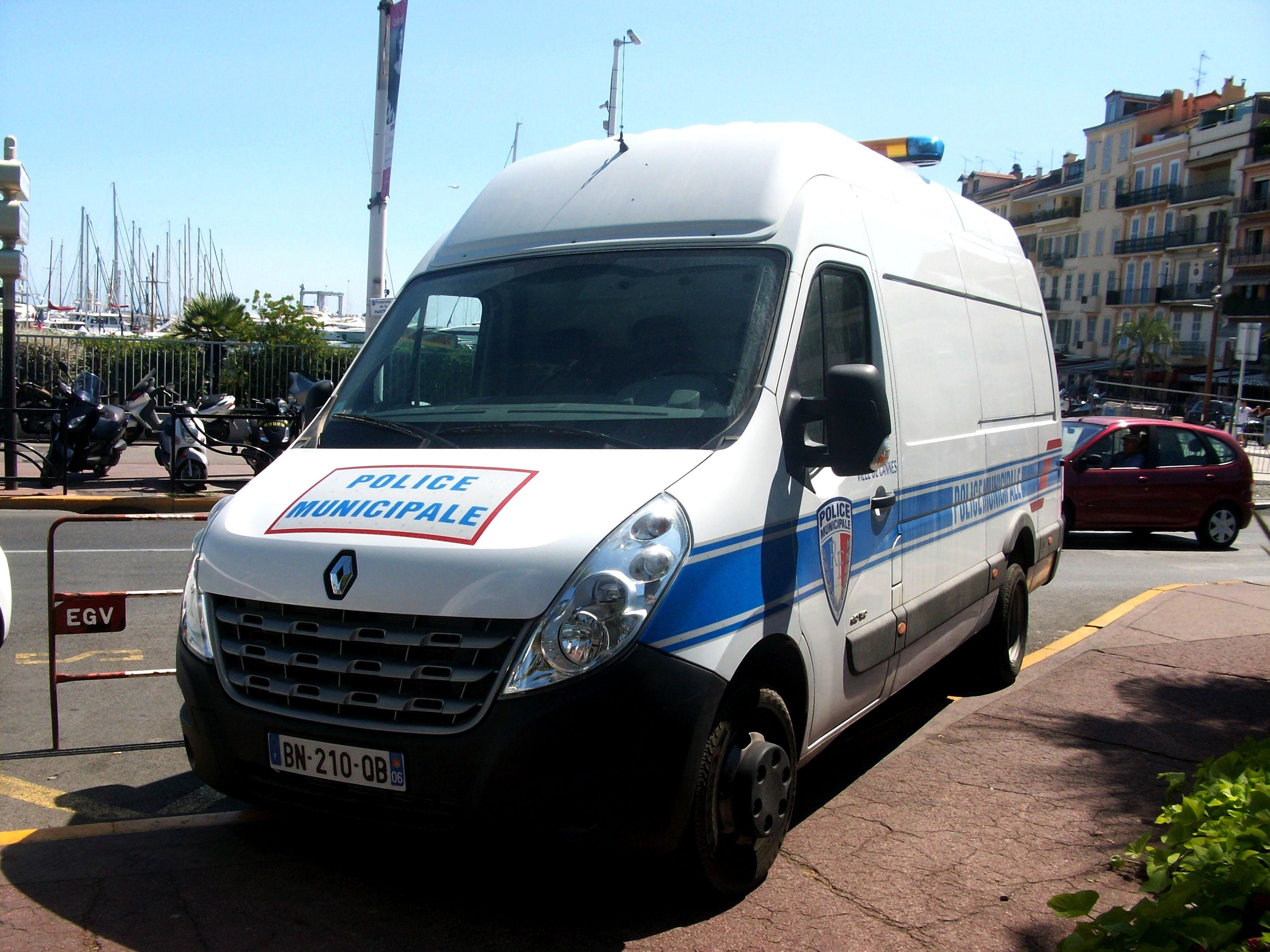 File police municipale cannes renault master jpg for Police cannes