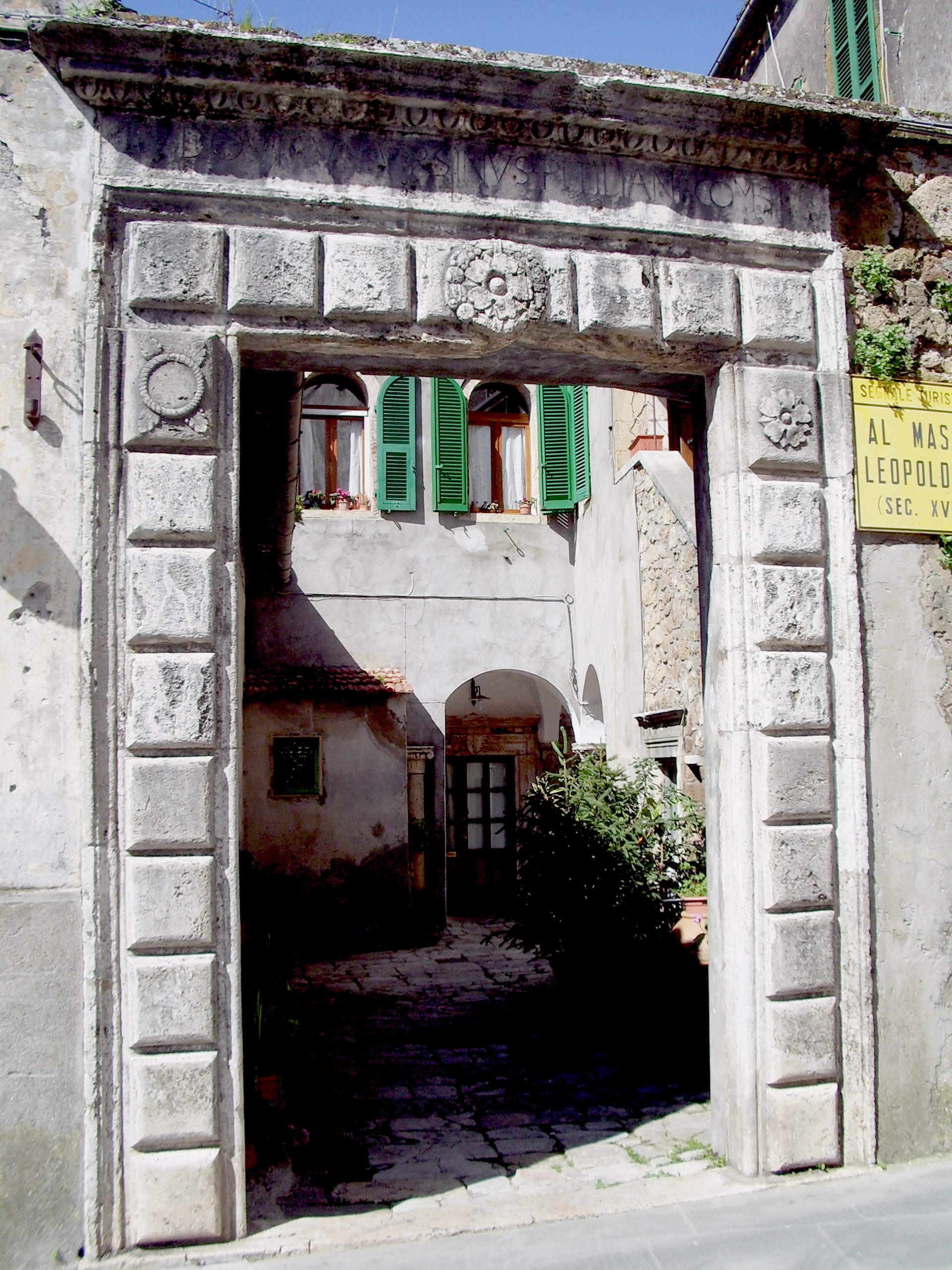 Porta Esterna Palazzo Comitale Sorano.jpg