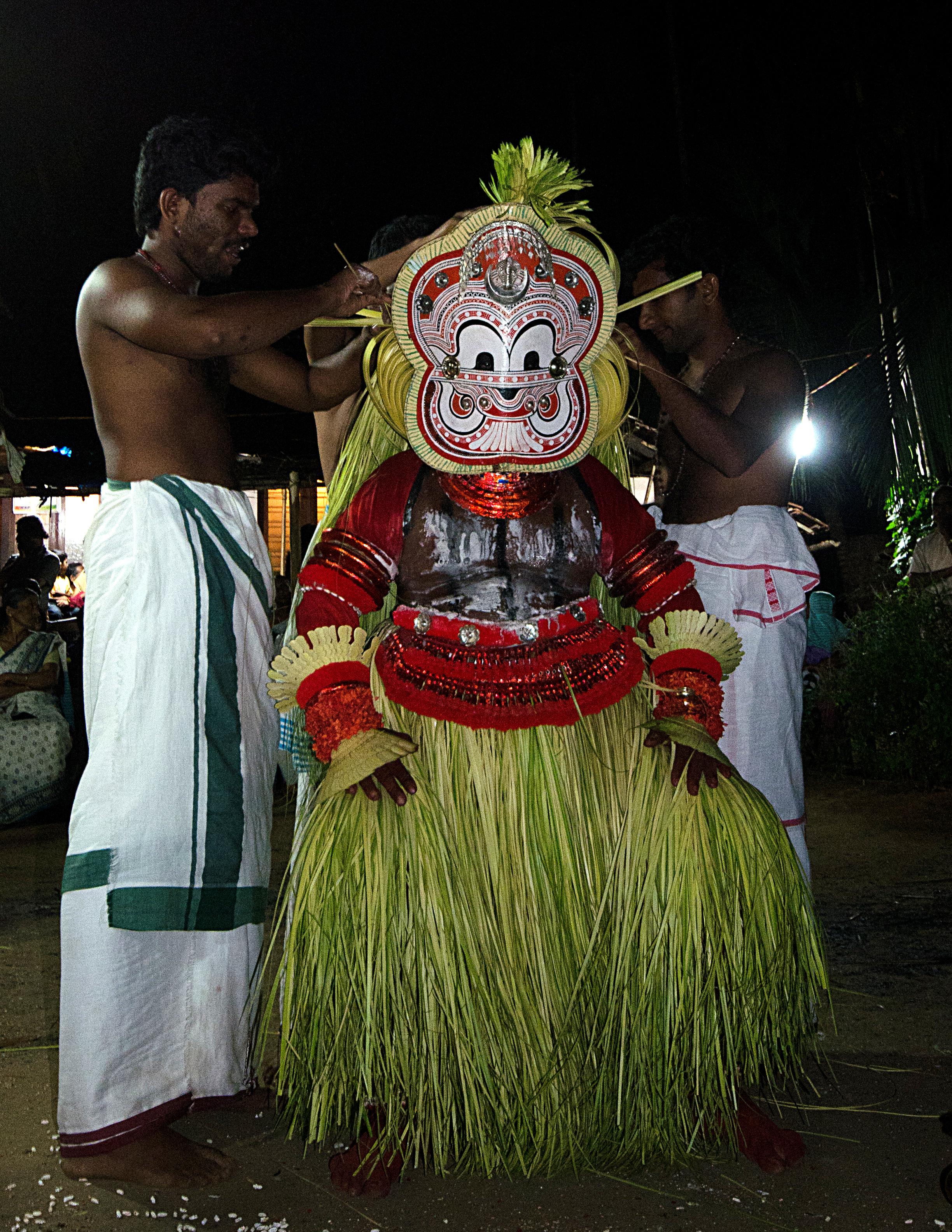 File:Pottan Theyyam Cheruvathur.jpg