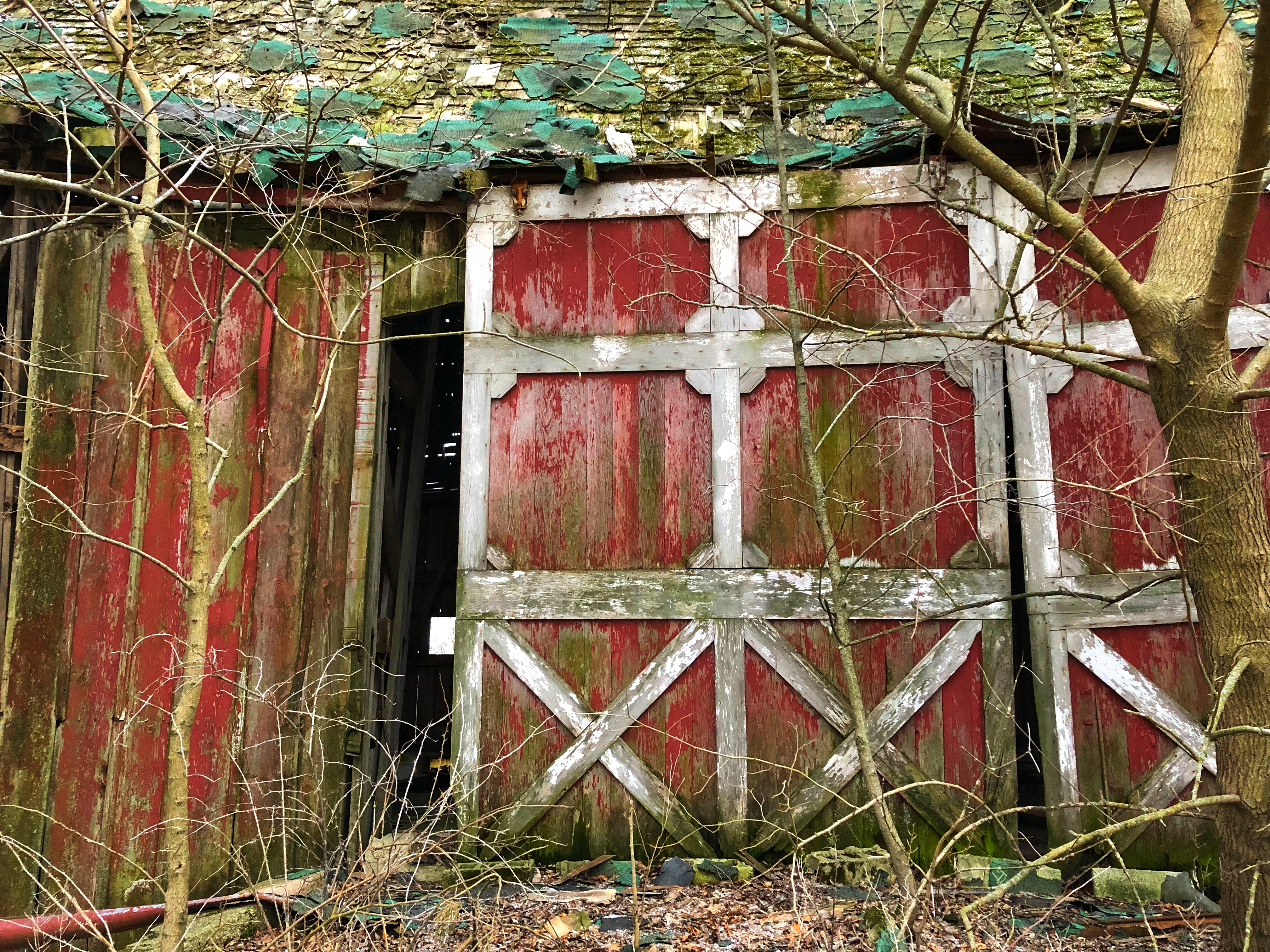File:Red Barn Door