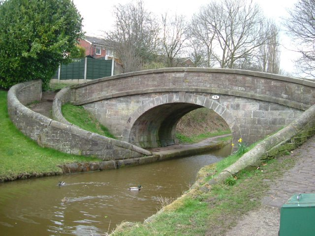 Snake Bridge no 76, Macclesfield Canal - geograph.org.uk - 750995